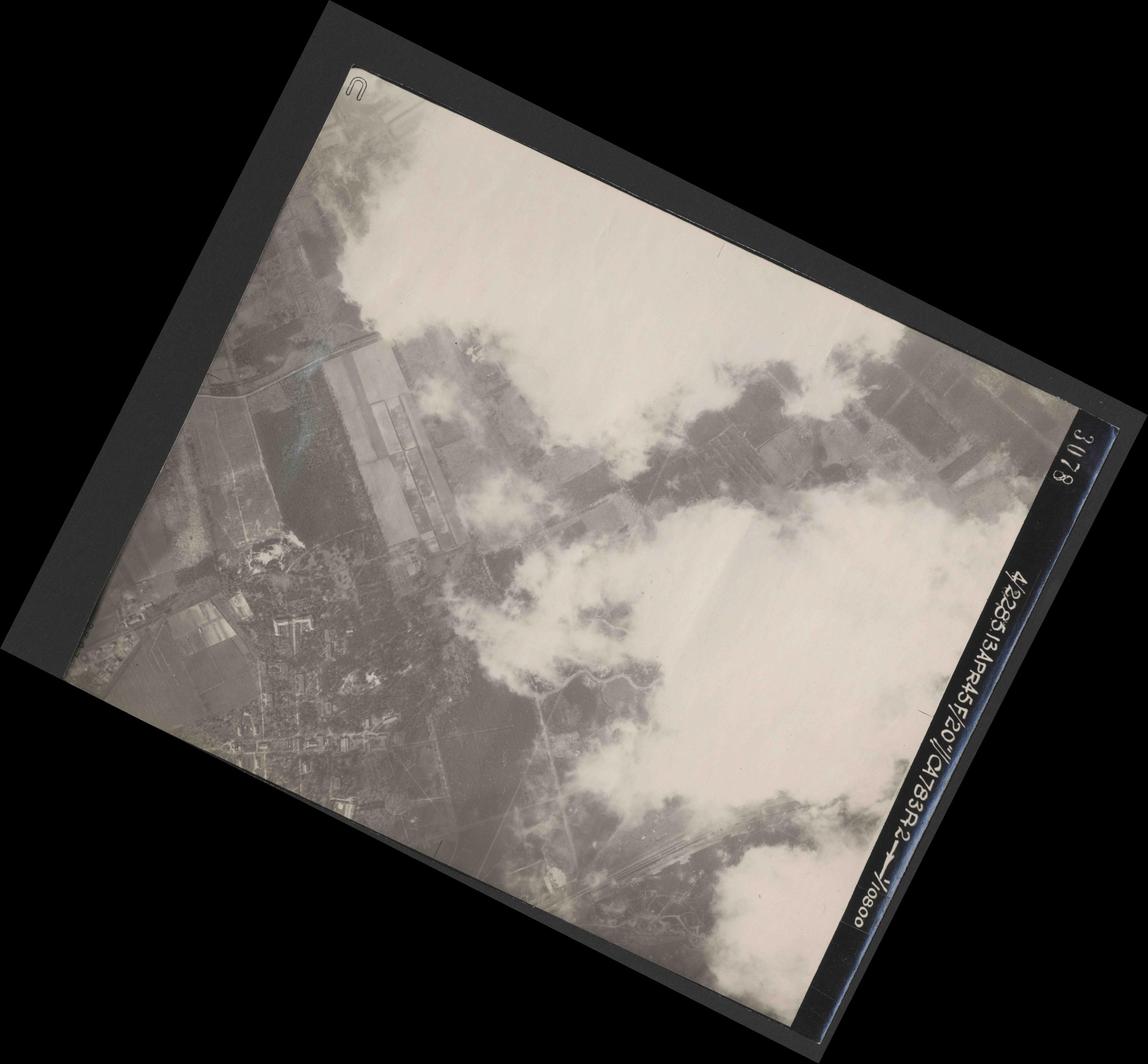 Collection RAF aerial photos 1940-1945 - flight 138, run 04, photo 3078
