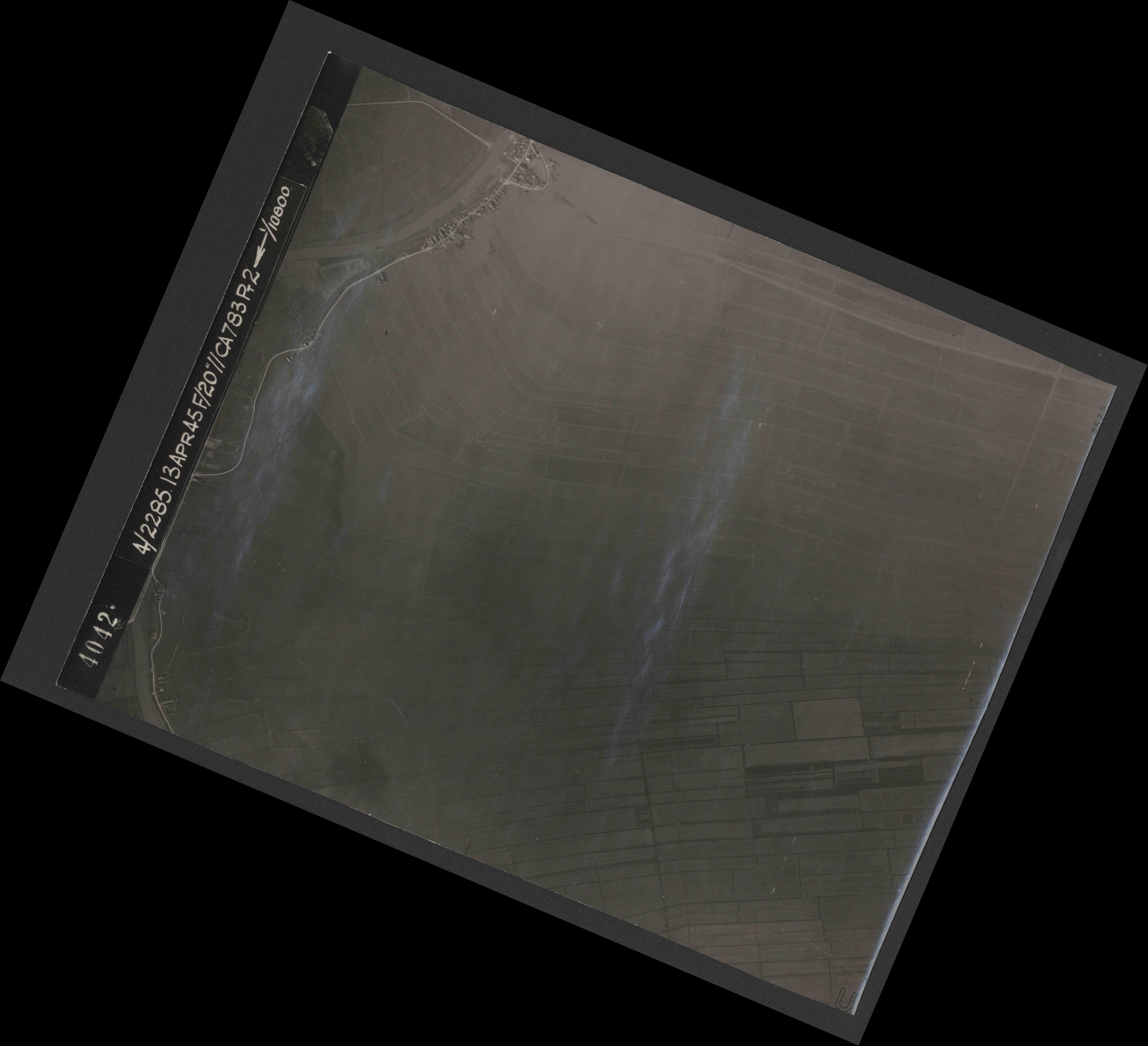 Collection RAF aerial photos 1940-1945 - flight 138, run 05, photo 4042