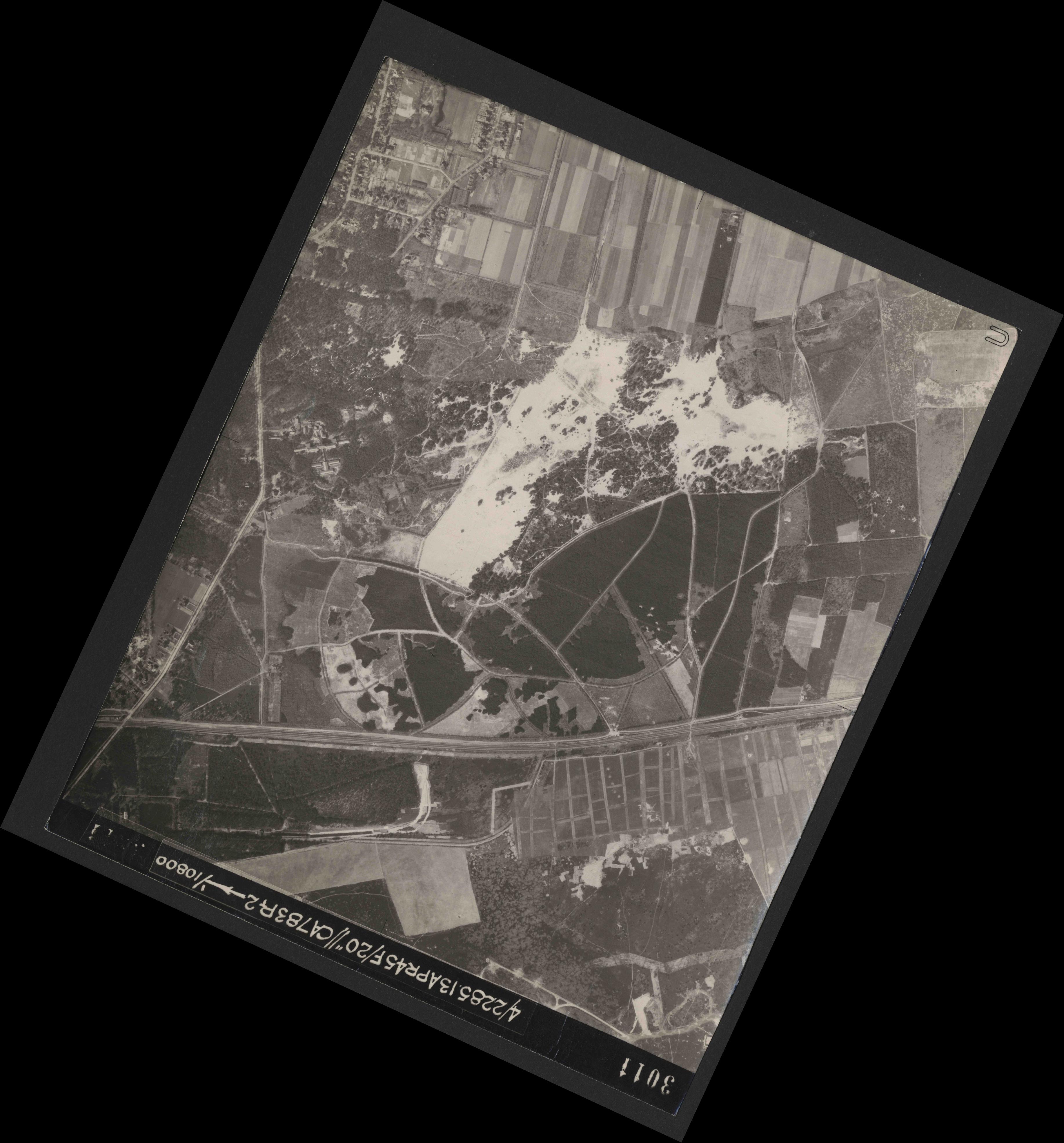 Collection RAF aerial photos 1940-1945 - flight 138, run 12, photo 3011