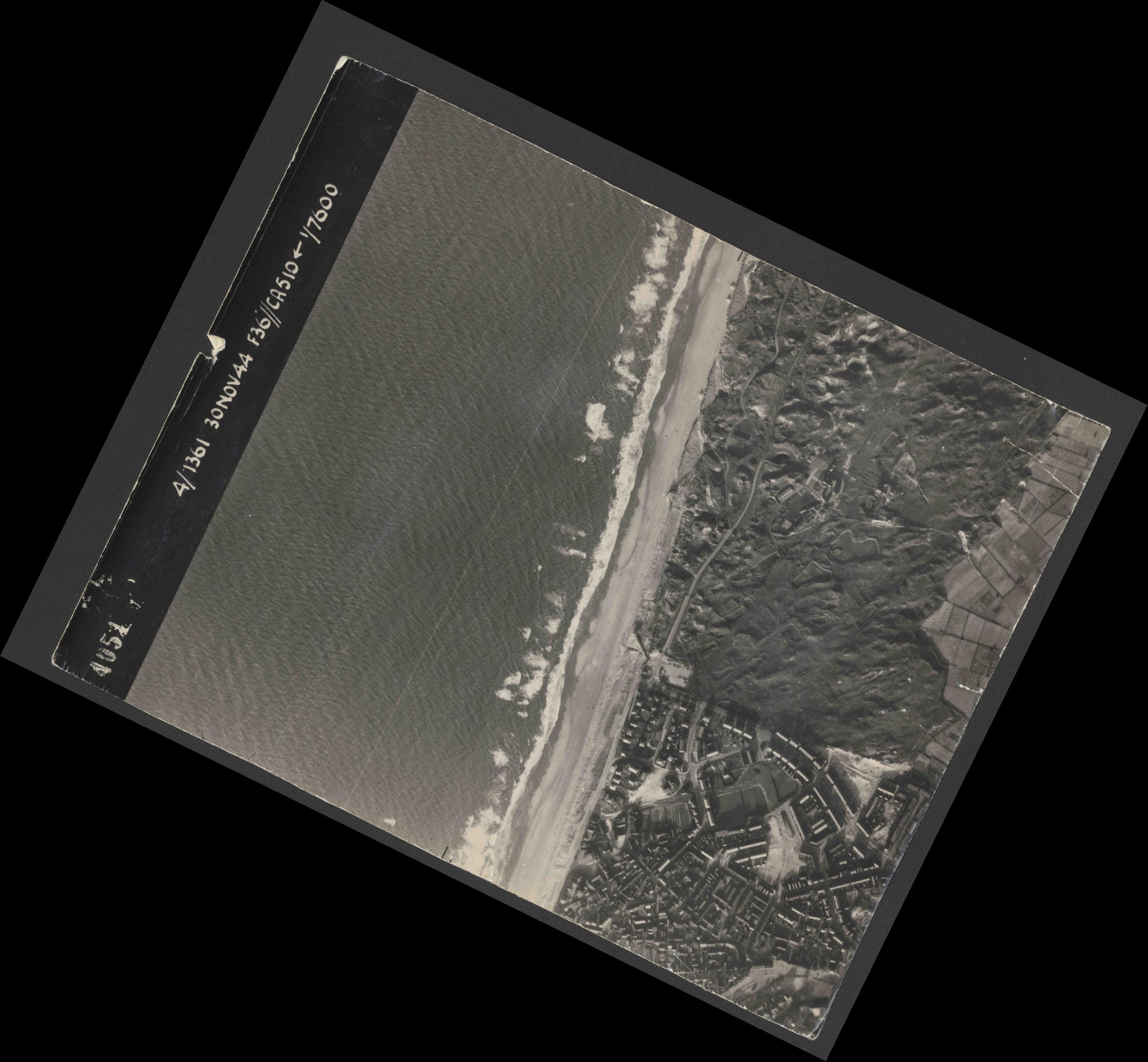 Collection RAF aerial photos 1940-1945 - flight 151, run 01, photo 4051