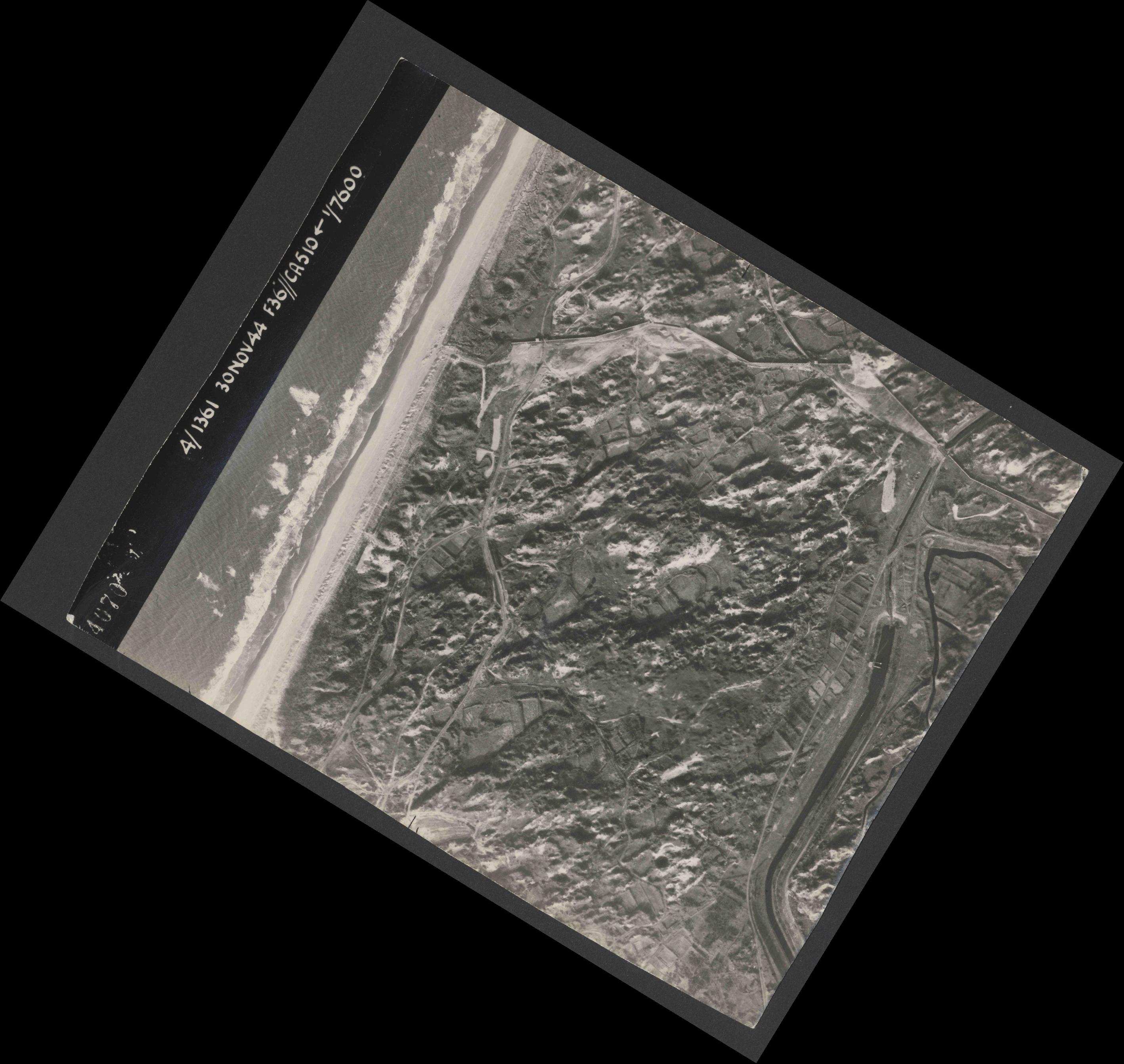 Collection RAF aerial photos 1940-1945 - flight 151, run 01, photo 4070