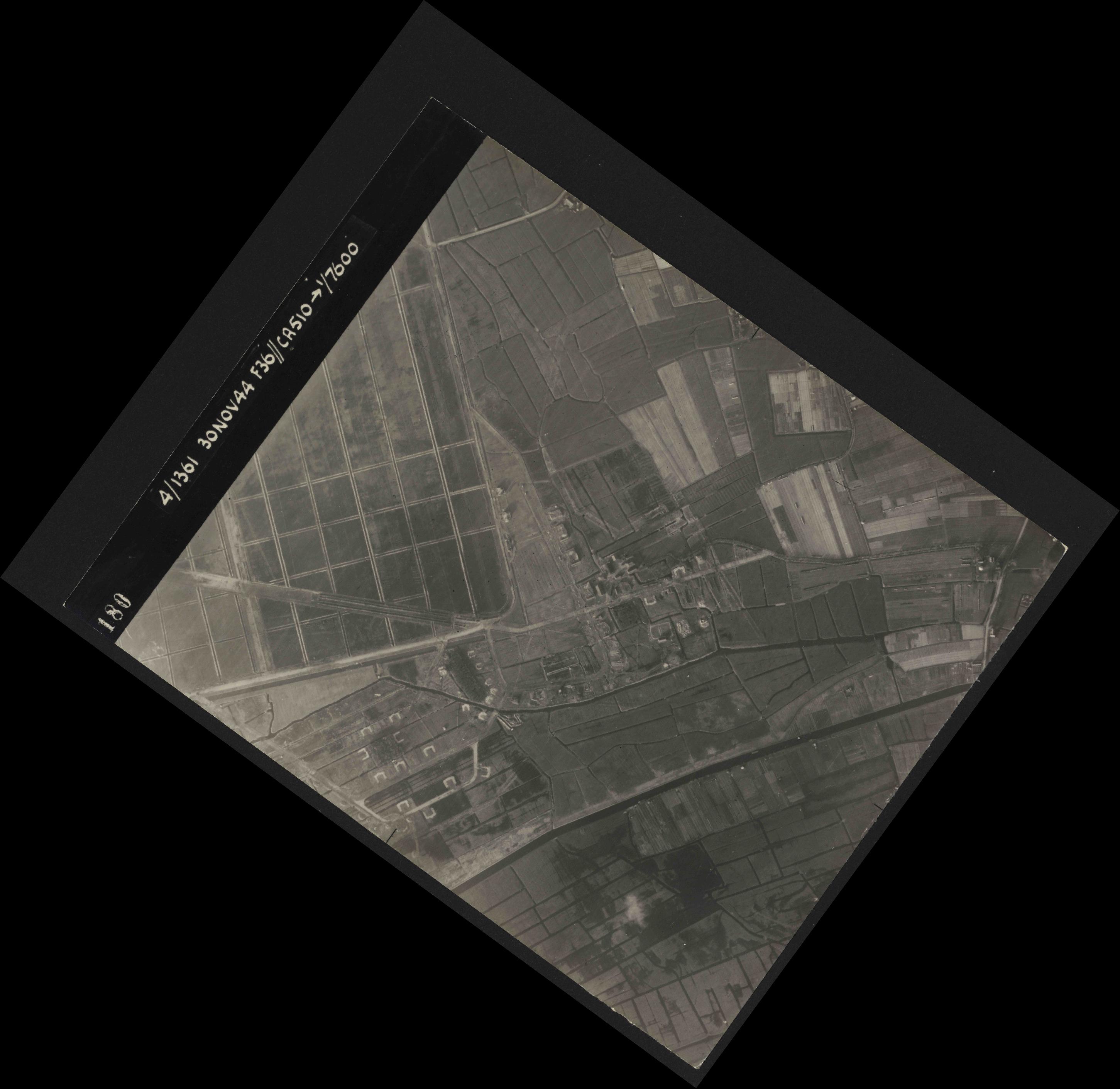 Collection RAF aerial photos 1940-1945 - flight 151, run 03, photo 3180