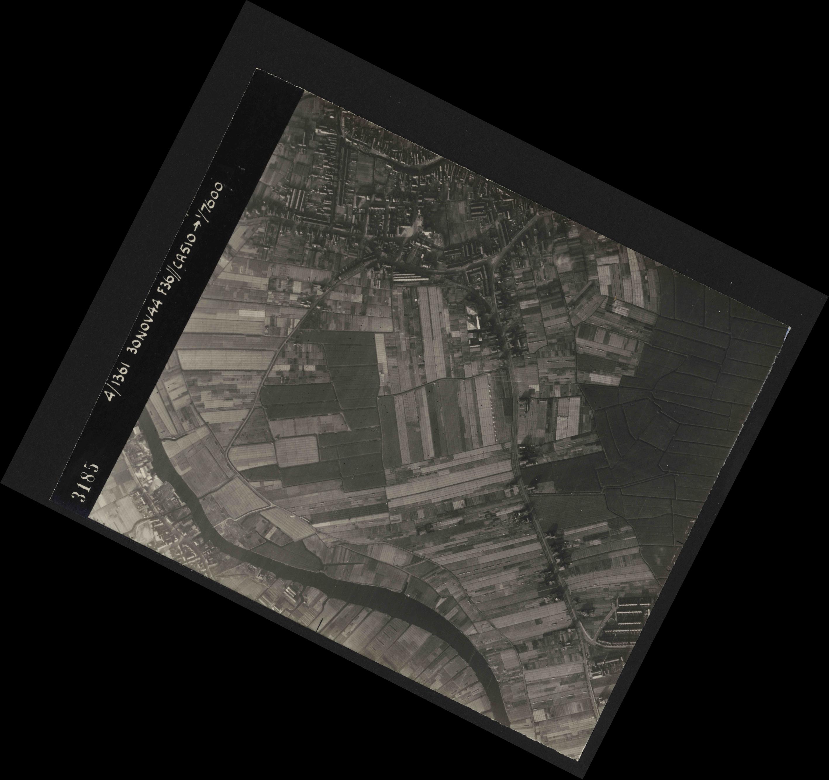 Collection RAF aerial photos 1940-1945 - flight 151, run 03, photo 3185
