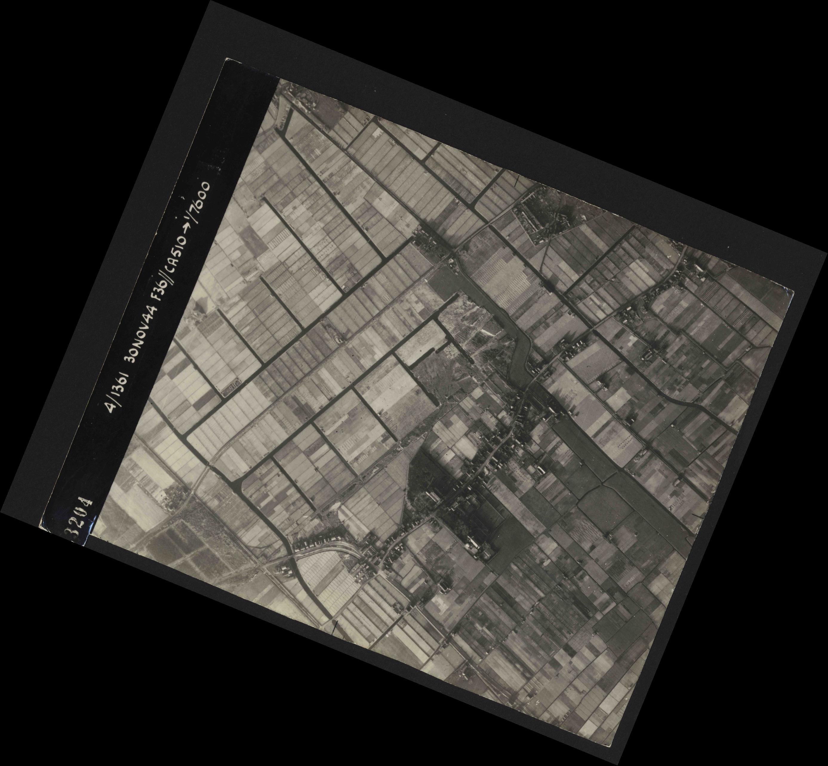 Collection RAF aerial photos 1940-1945 - flight 151, run 03, photo 3204