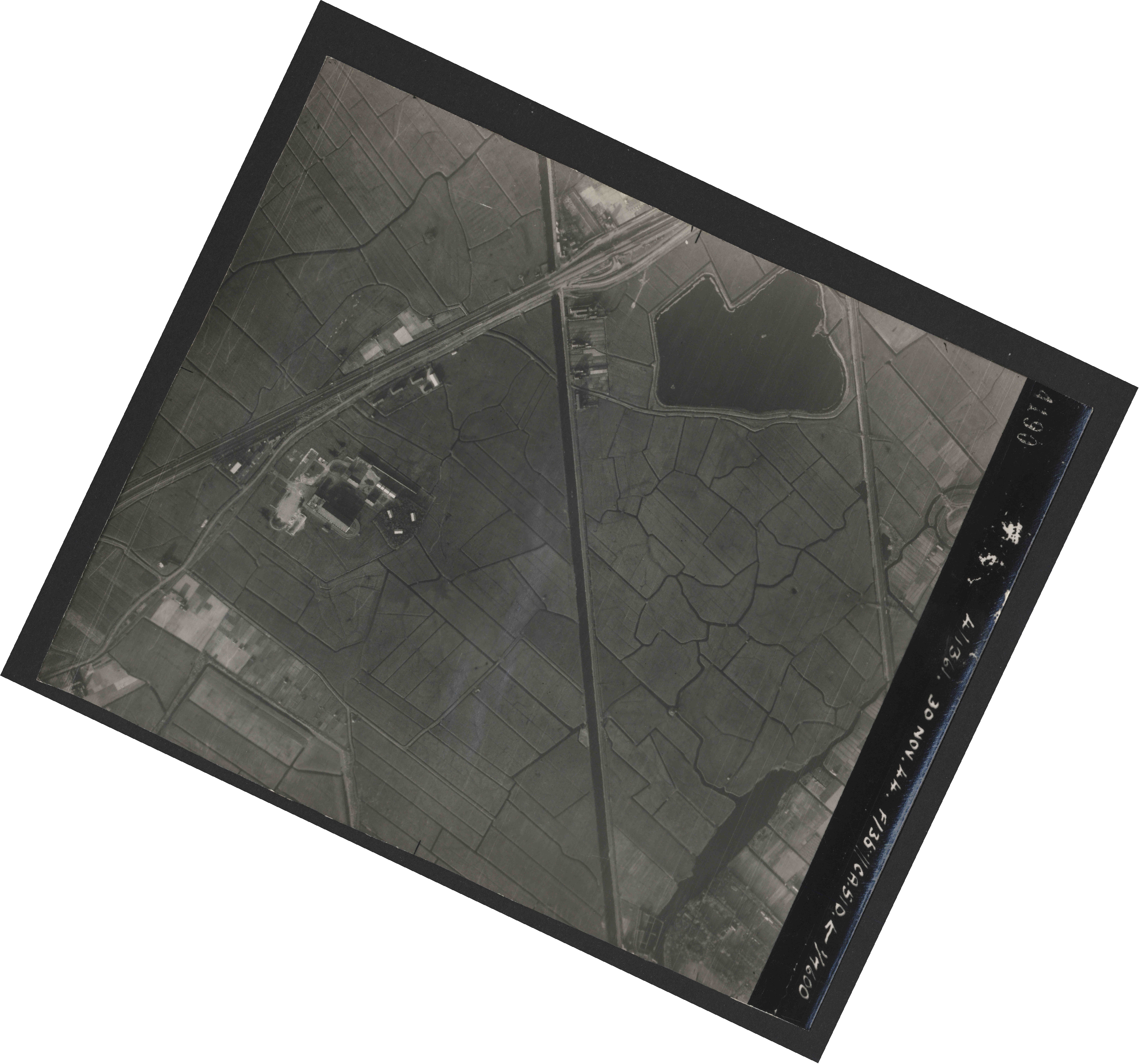 Collection RAF aerial photos 1940-1945 - flight 151, run 04, photo 4190