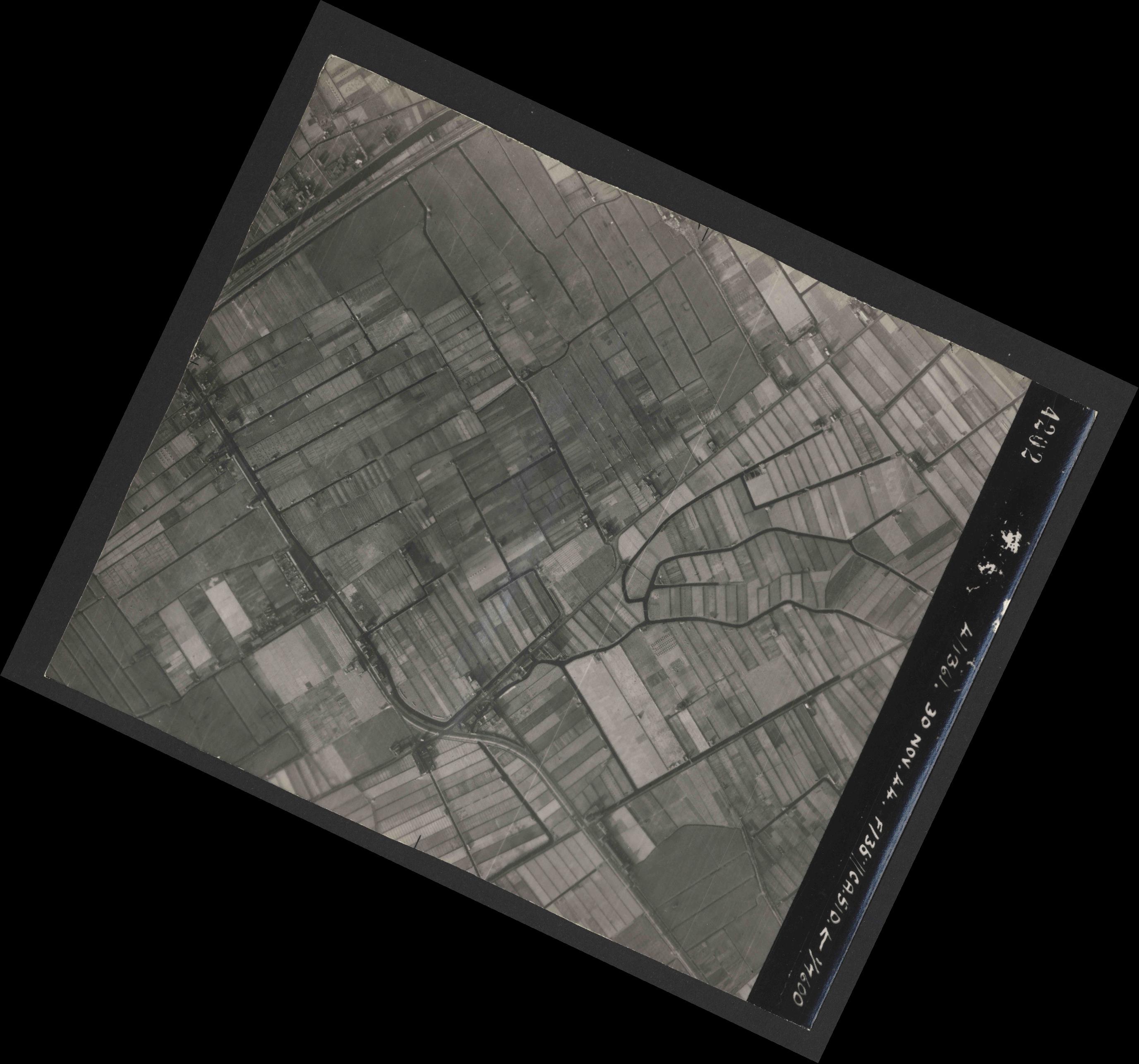 Collection RAF aerial photos 1940-1945 - flight 151, run 04, photo 4202