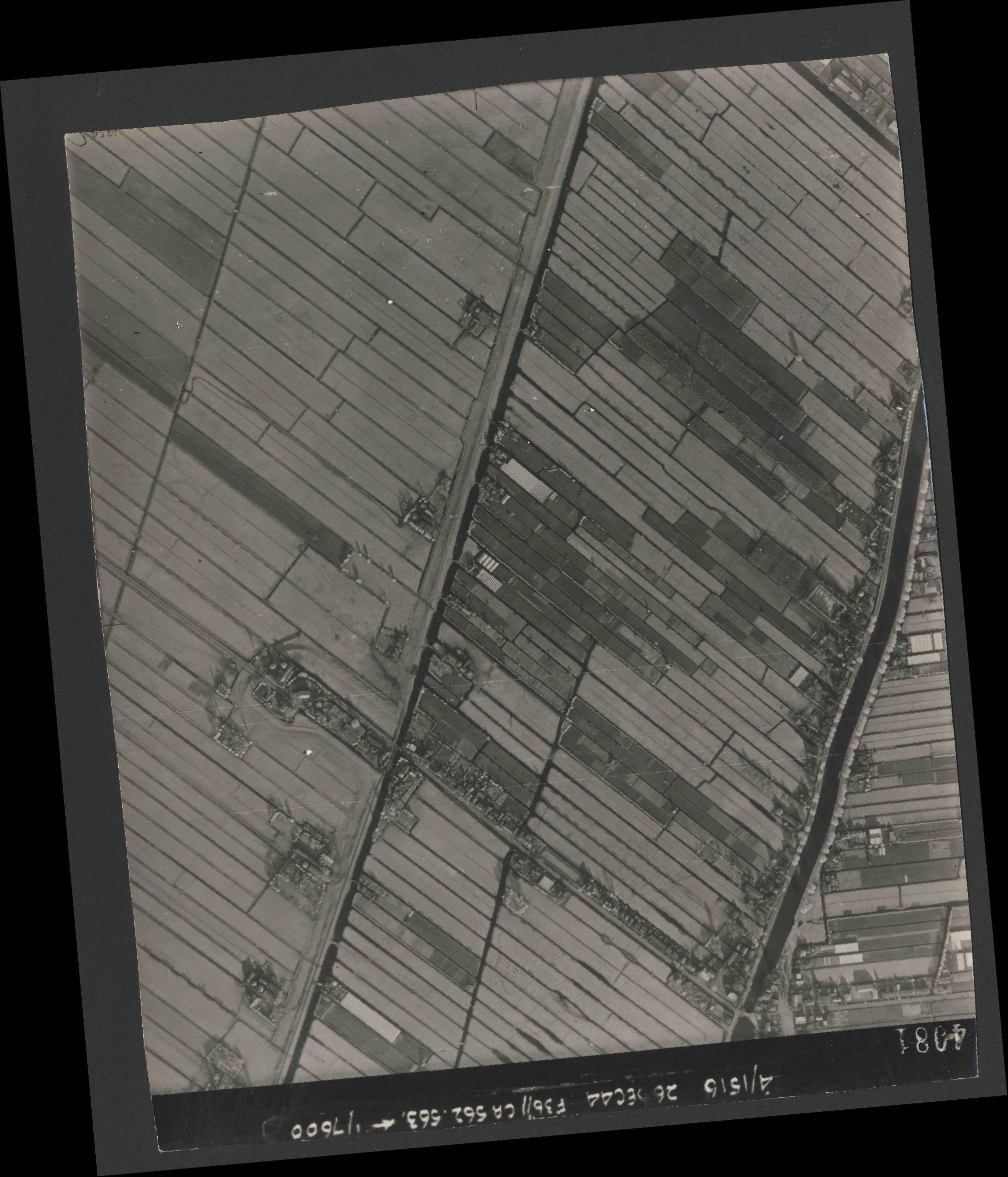 Collection RAF aerial photos 1940-1945 - flight 152, run 05, photo 4081