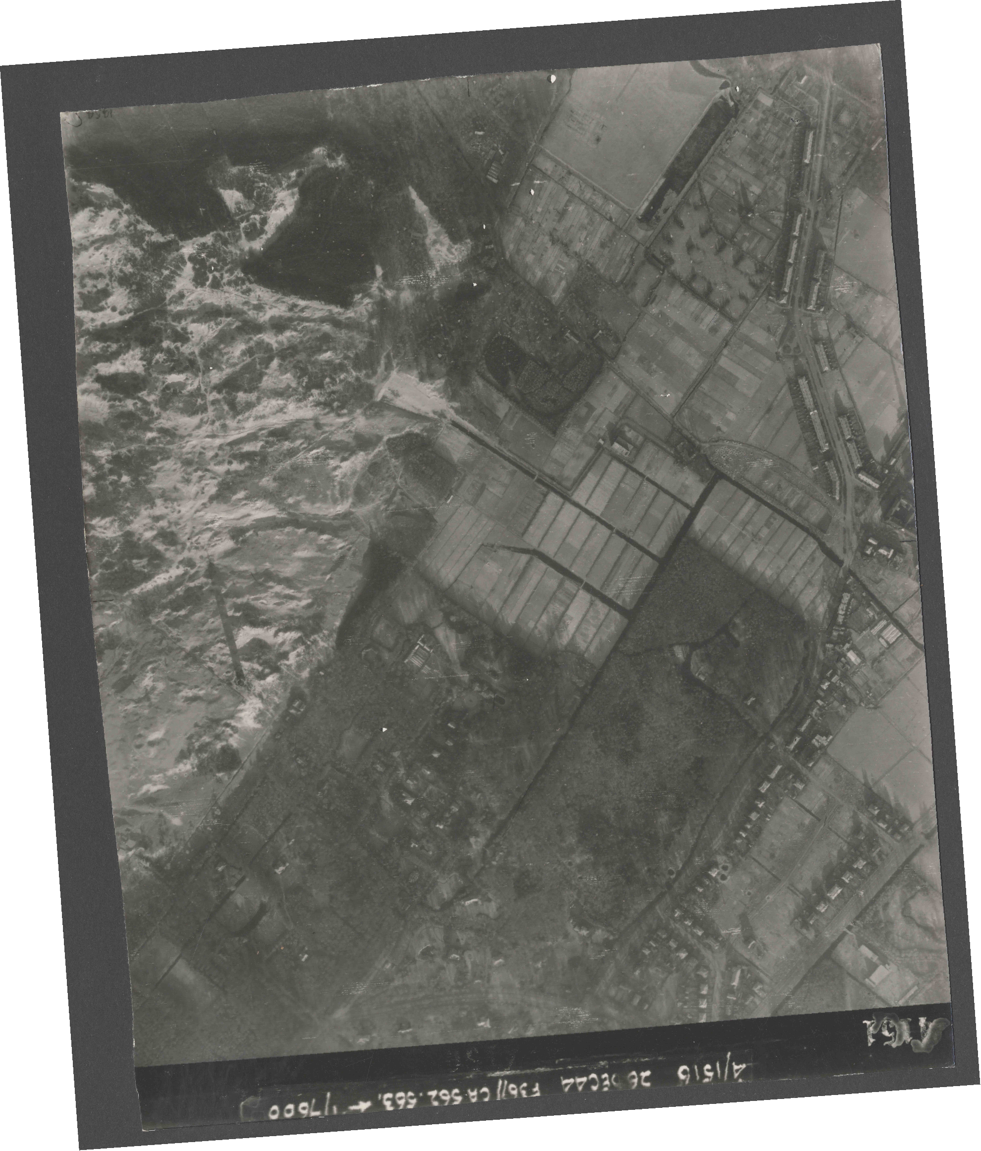 Collection RAF aerial photos 1940-1945 - flight 152, run 06, photo 4151