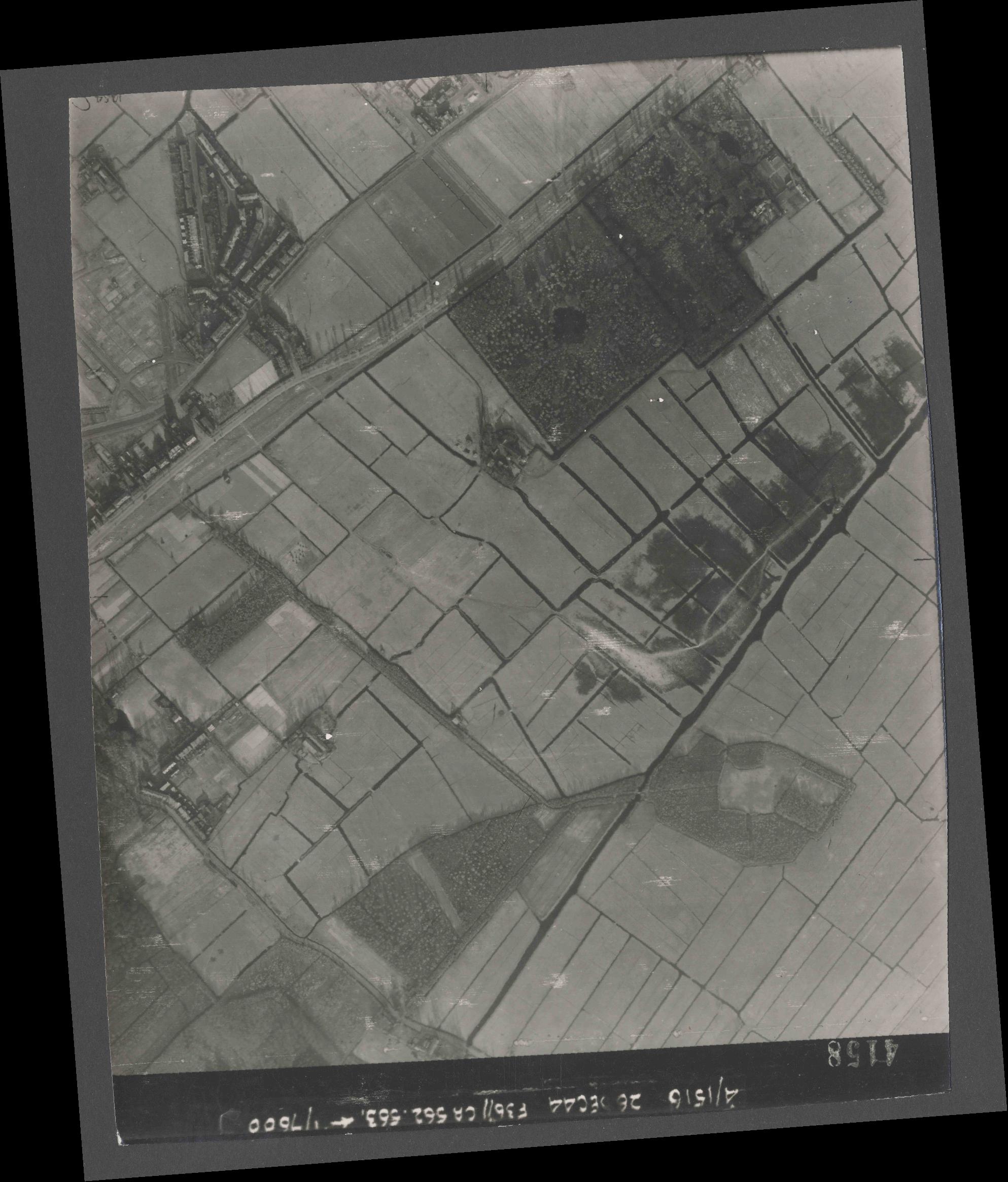 Collection RAF aerial photos 1940-1945 - flight 152, run 06, photo 4158