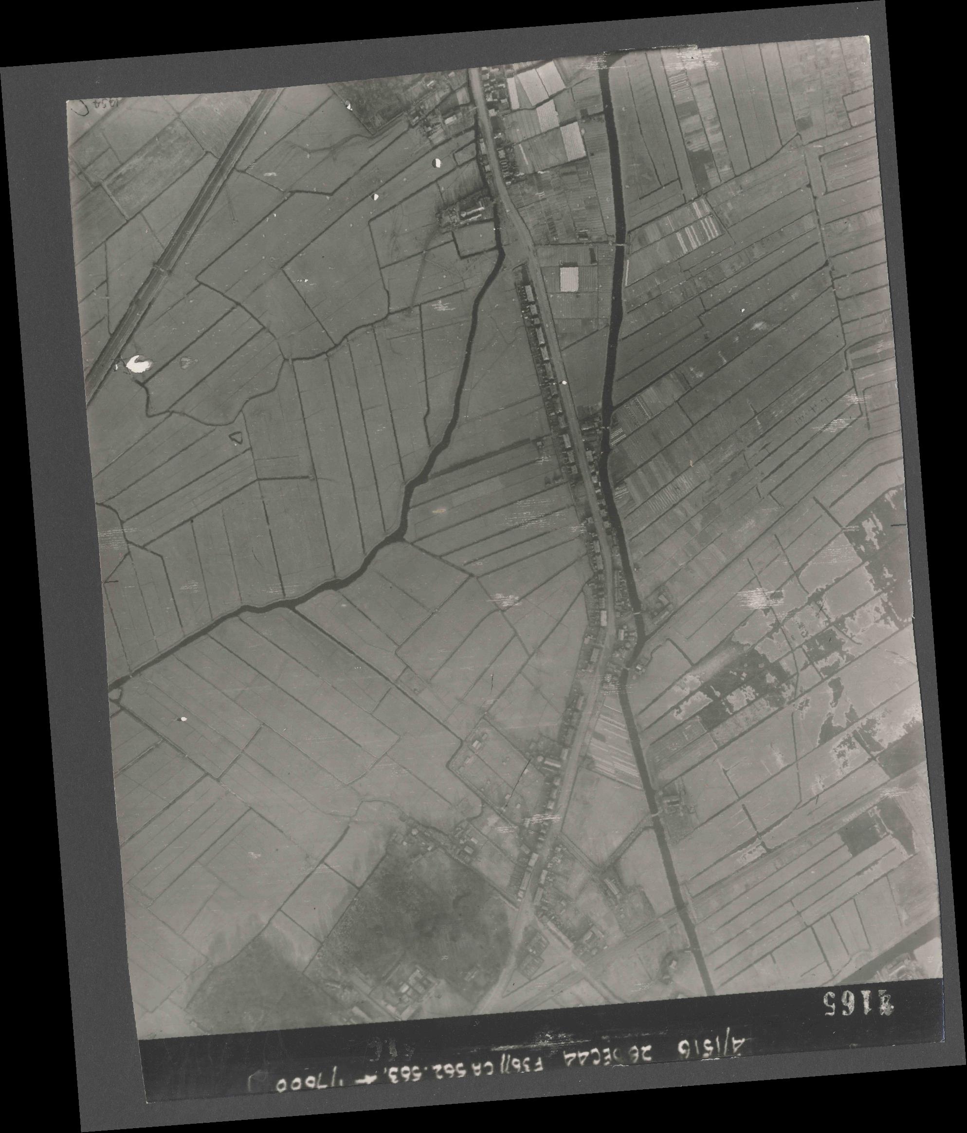 Collection RAF aerial photos 1940-1945 - flight 152, run 06, photo 4165