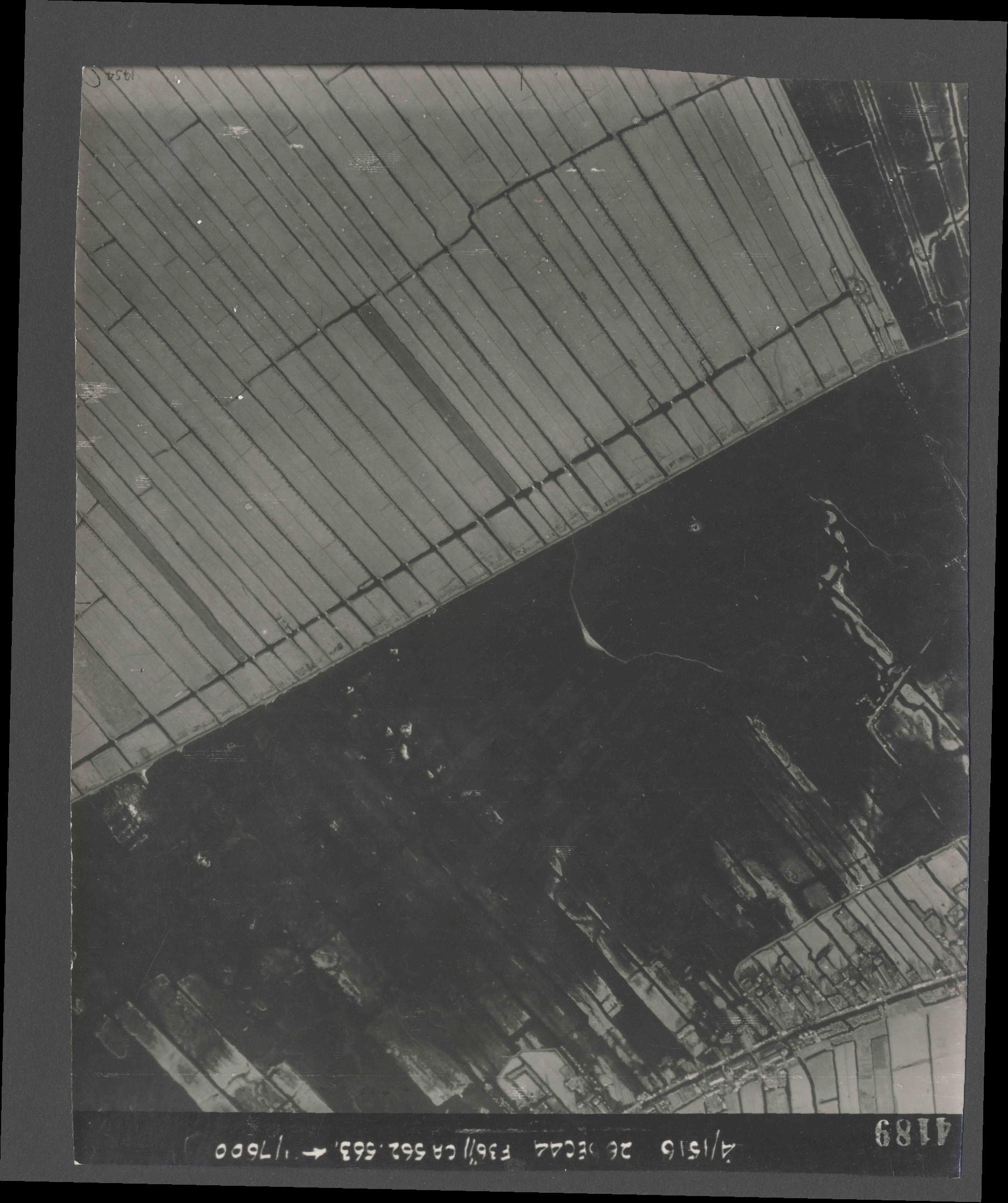 Collection RAF aerial photos 1940-1945 - flight 152, run 06, photo 4189