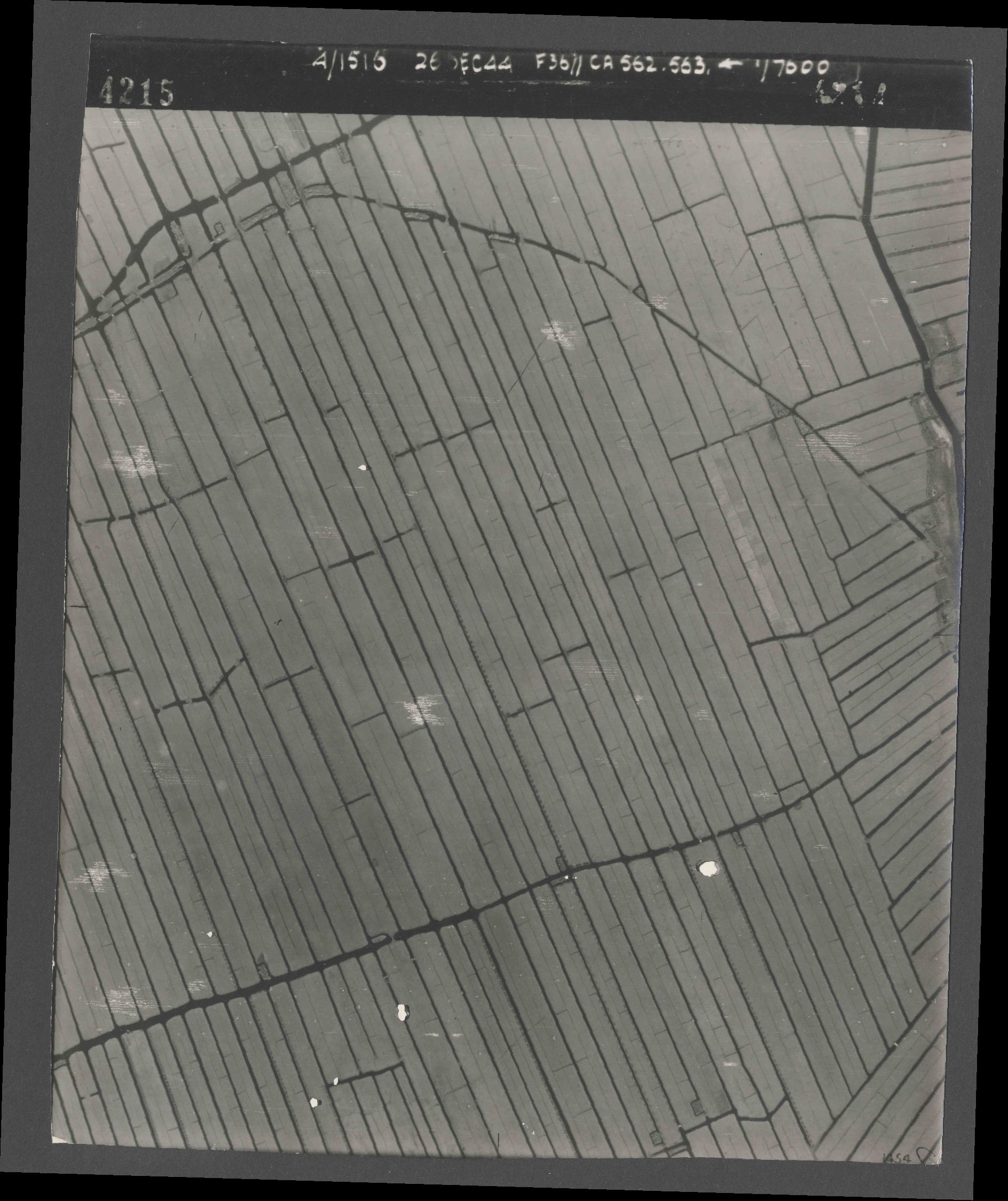Collection RAF aerial photos 1940-1945 - flight 152, run 07, photo 4215