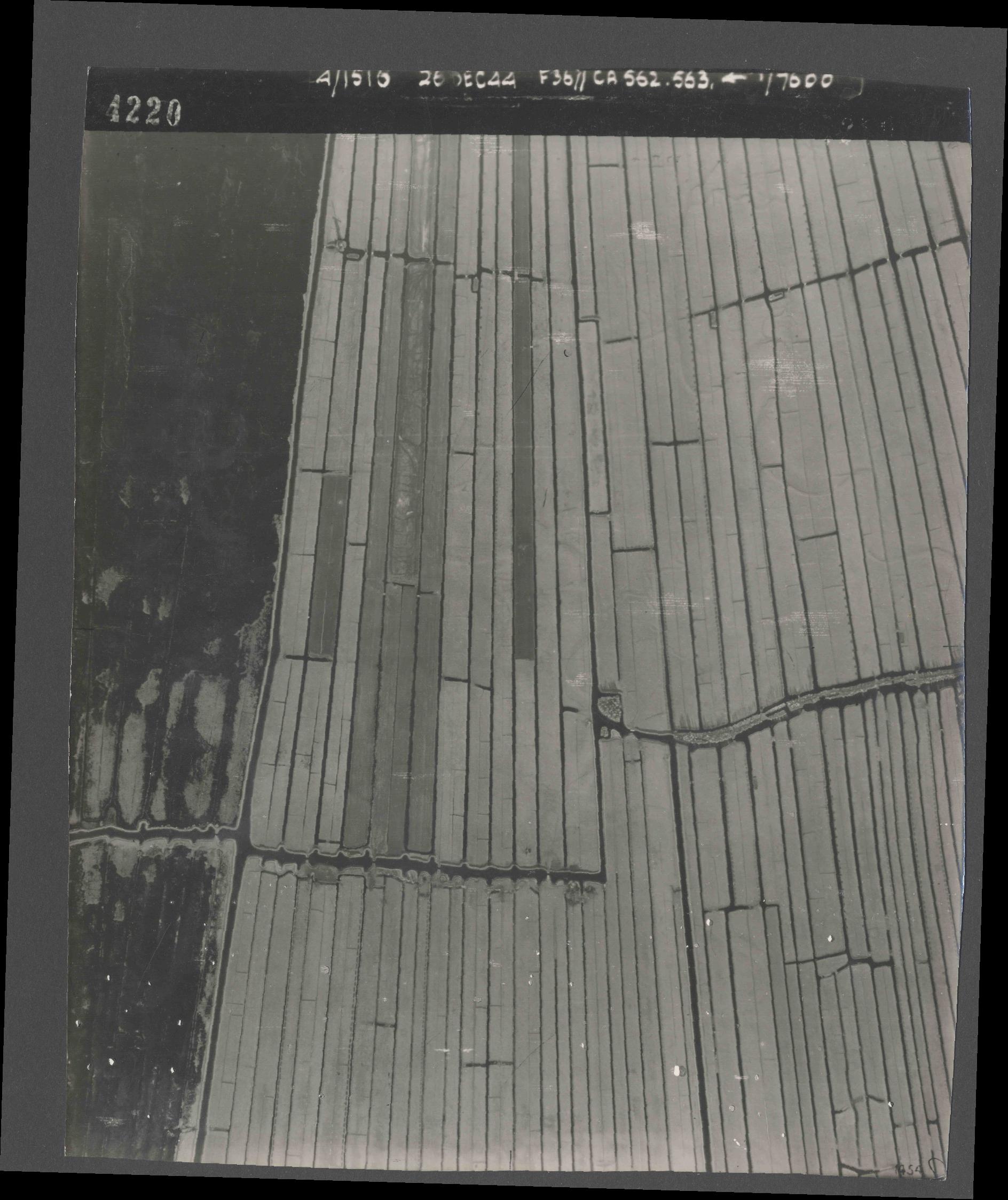 Collection RAF aerial photos 1940-1945 - flight 152, run 07, photo 4220