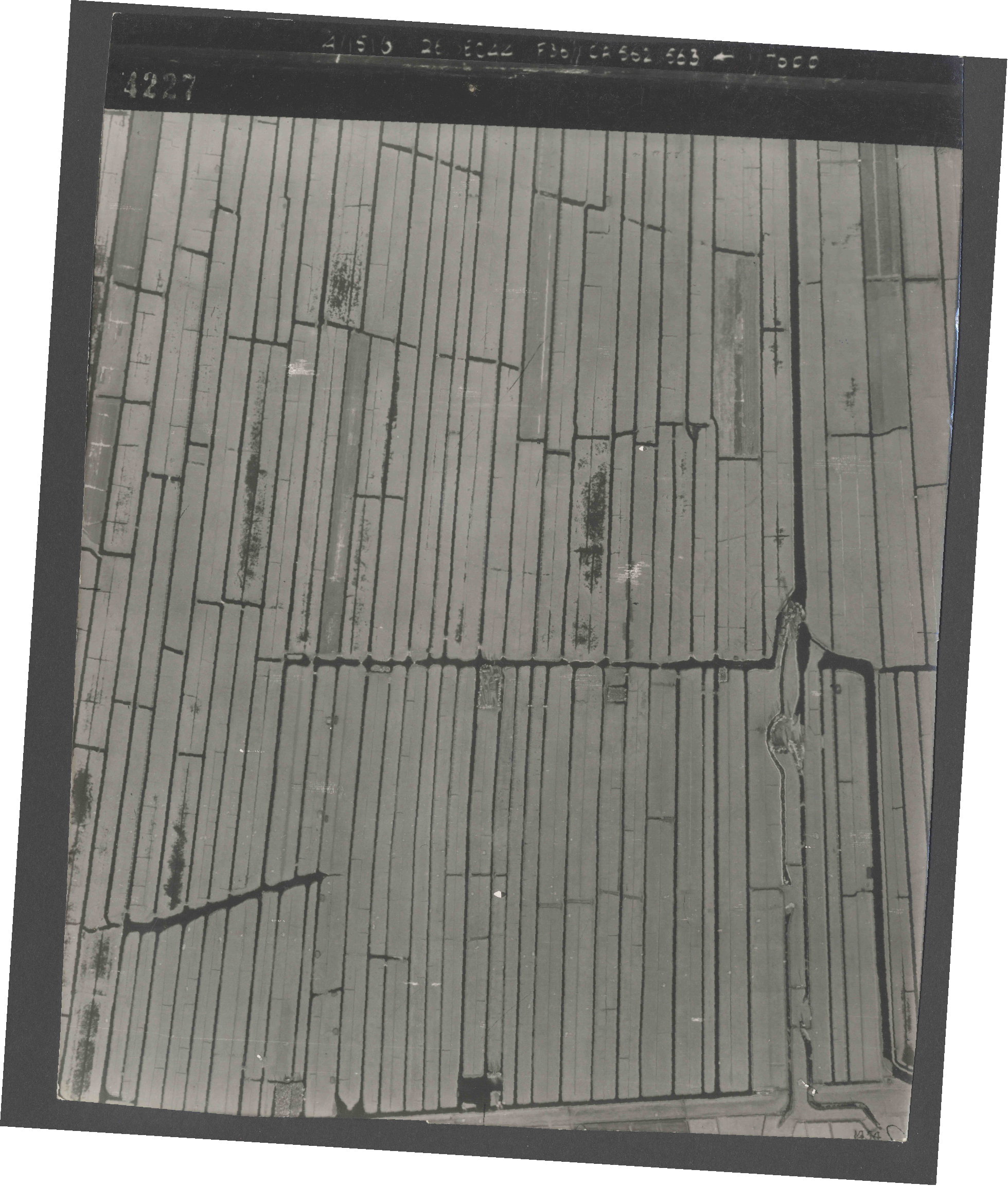Collection RAF aerial photos 1940-1945 - flight 152, run 07, photo 4227