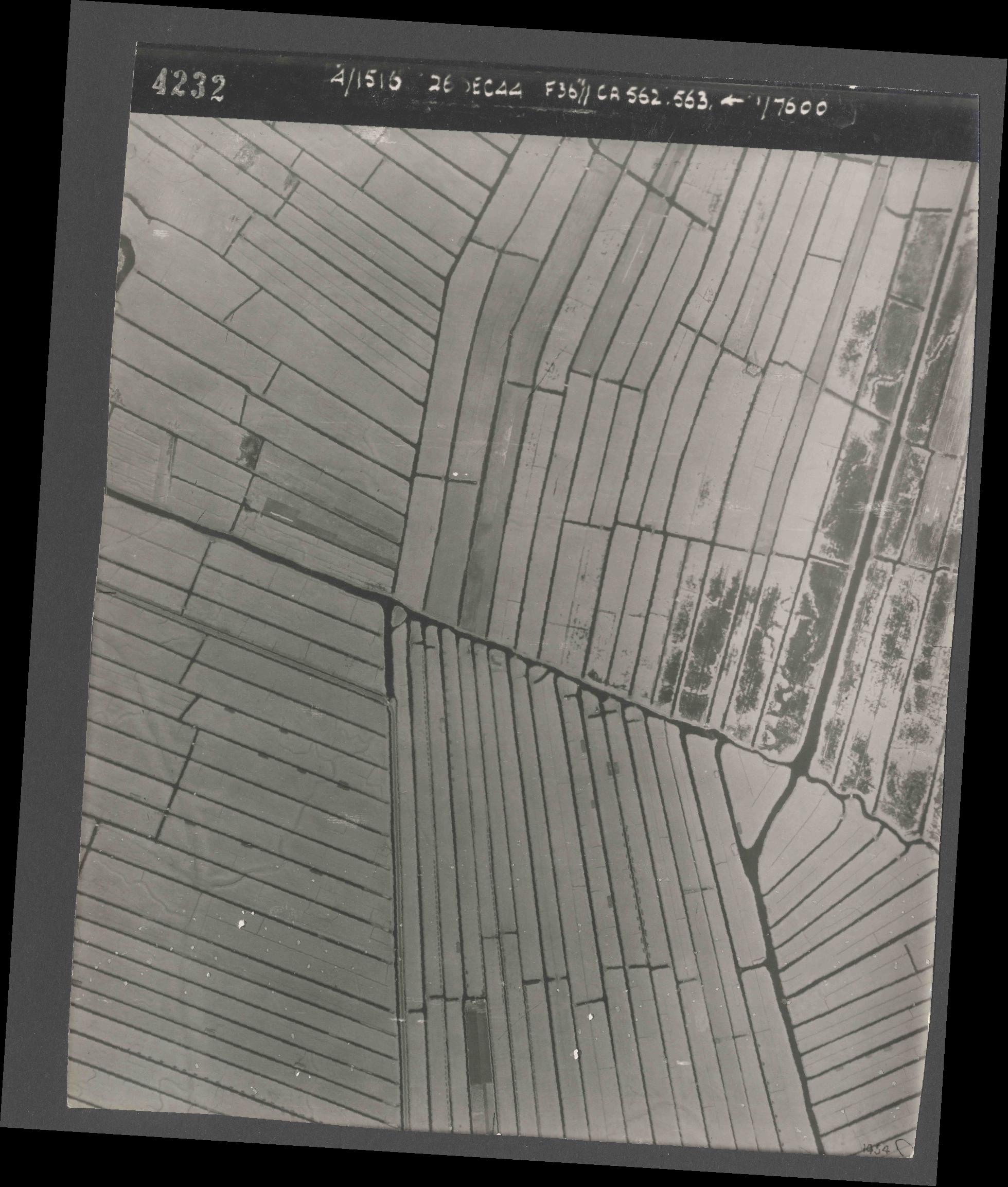 Collection RAF aerial photos 1940-1945 - flight 152, run 07, photo 4232