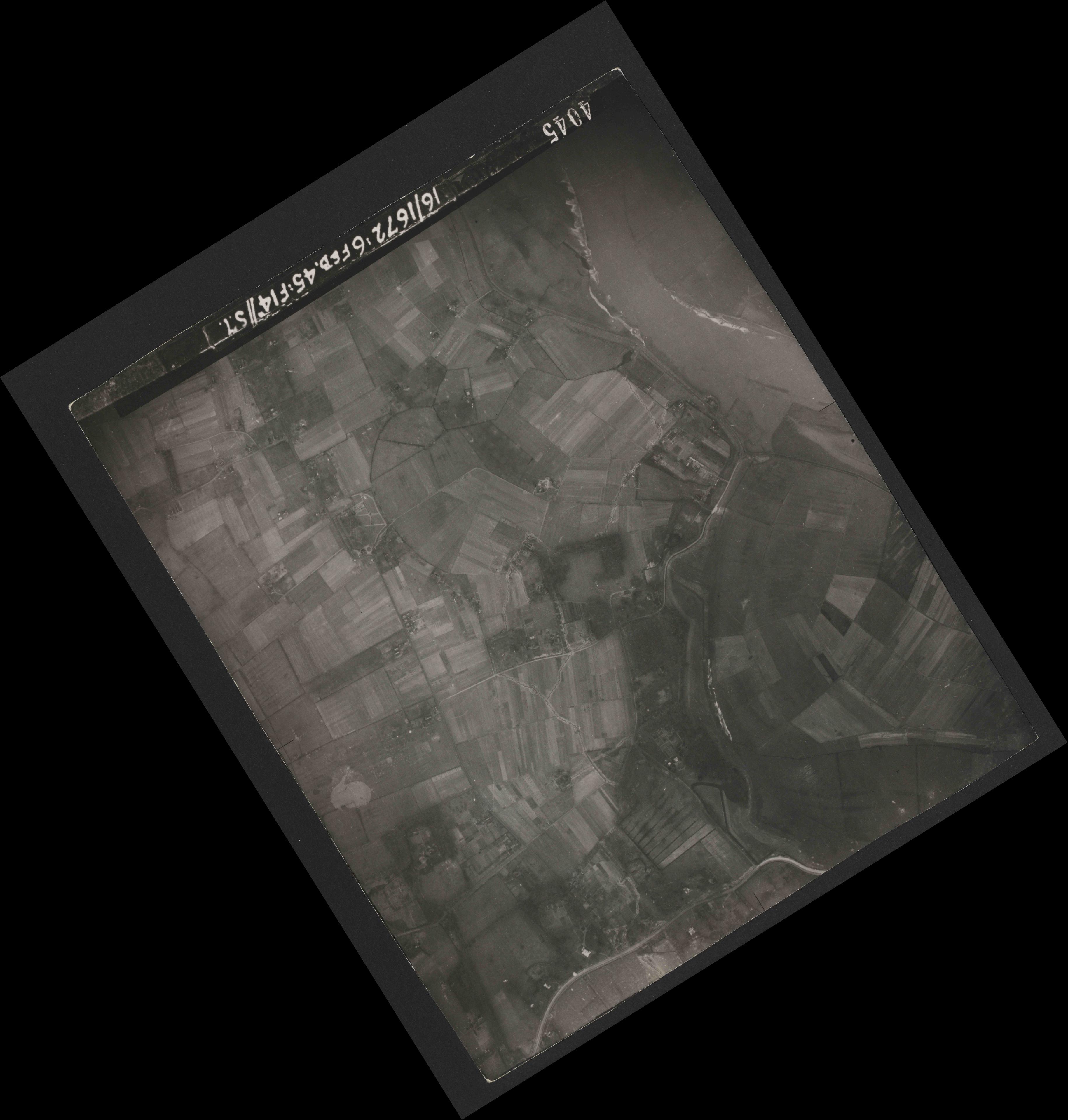 Collection RAF aerial photos 1940-1945 - flight 155, run 01, photo 4045