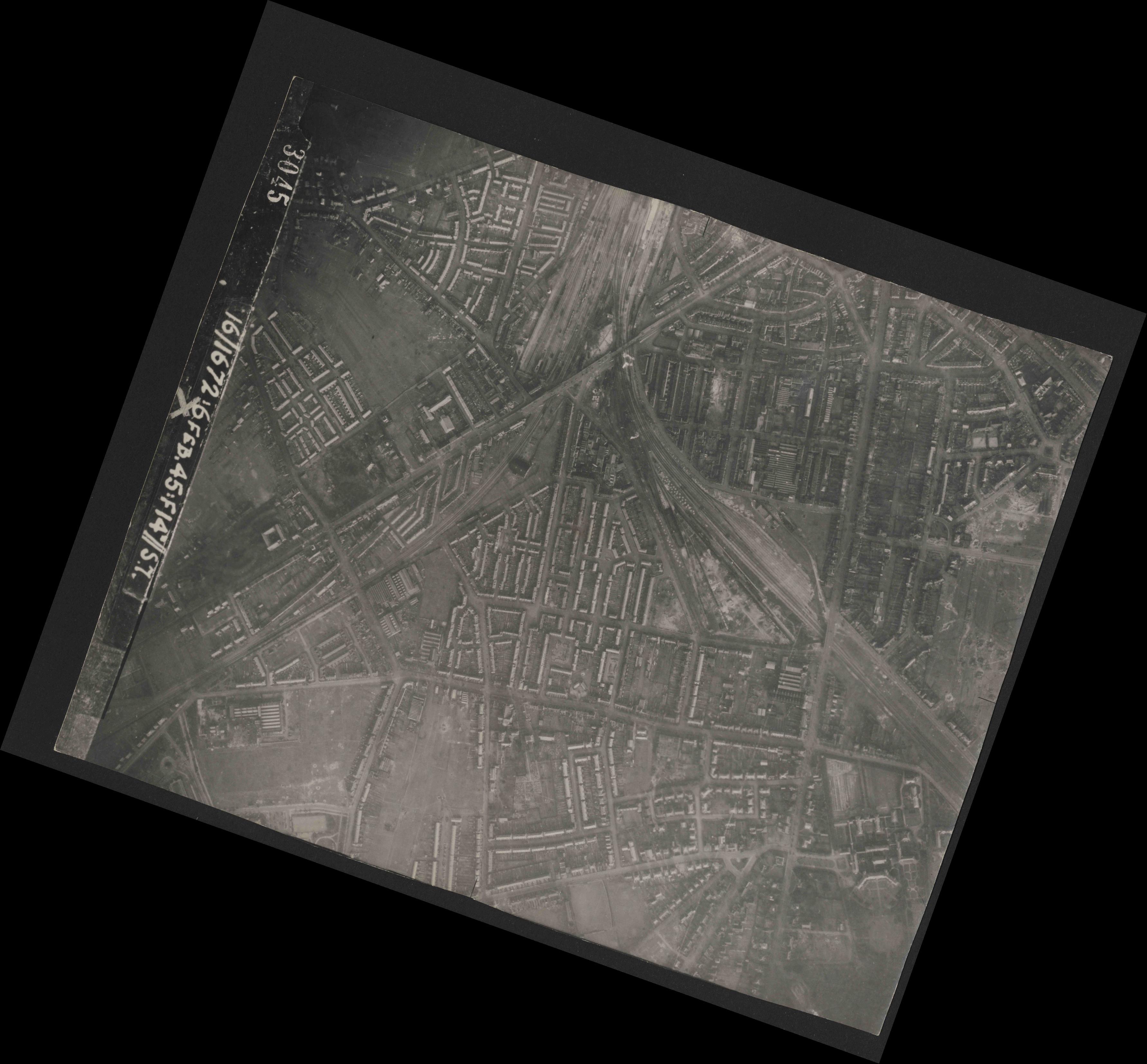 Collection RAF aerial photos 1940-1945 - flight 156, run 01, photo 3045
