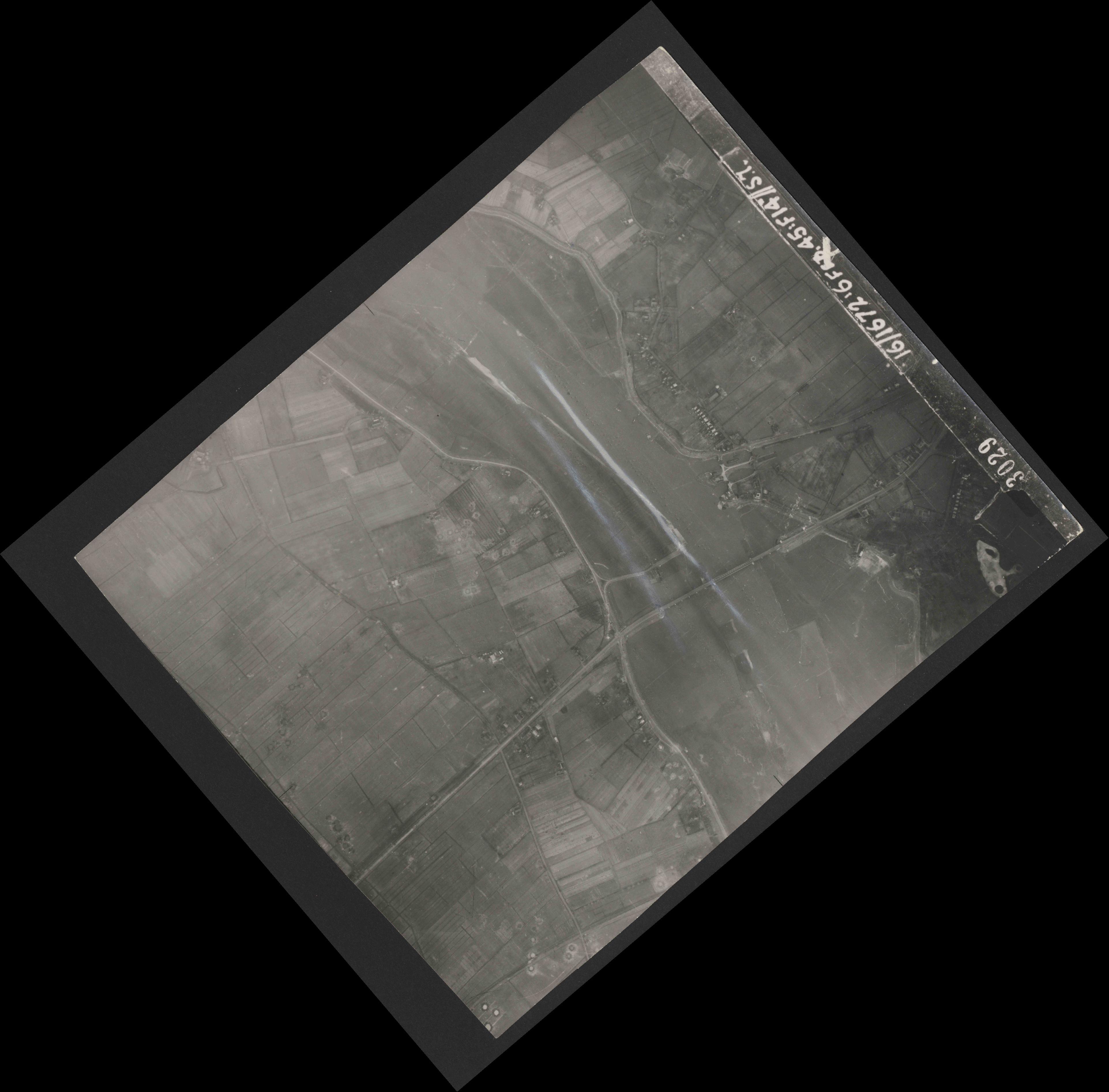 Collection RAF aerial photos 1940-1945 - flight 157, run 01, photo 3029