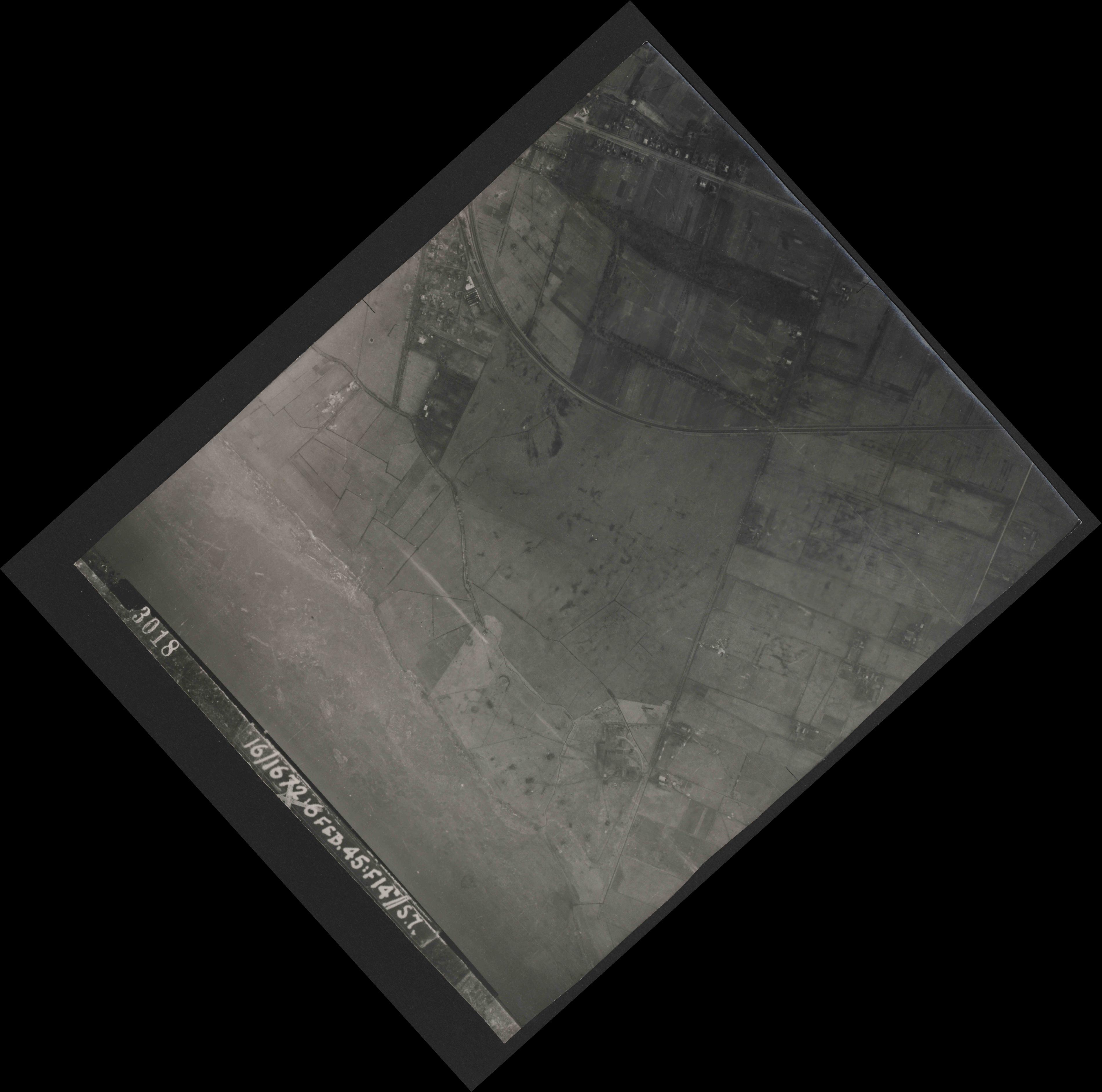 Collection RAF aerial photos 1940-1945 - flight 158, run 01, photo 3018