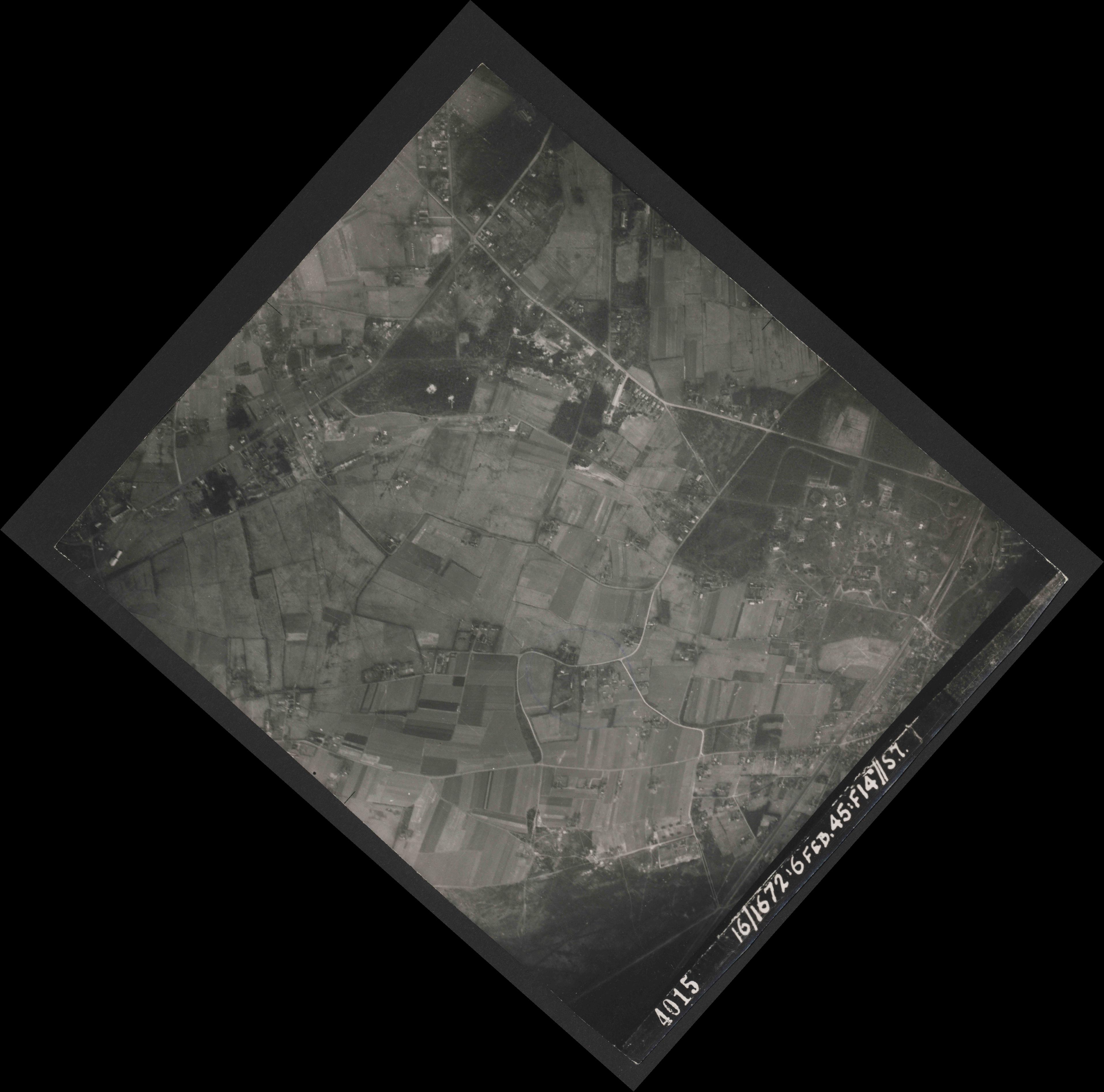 Collection RAF aerial photos 1940-1945 - flight 158, run 02, photo 4015