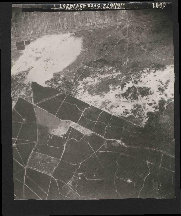 Collection RAF aerial photos 1940-1945 - flight 158, run 03, photo 4001