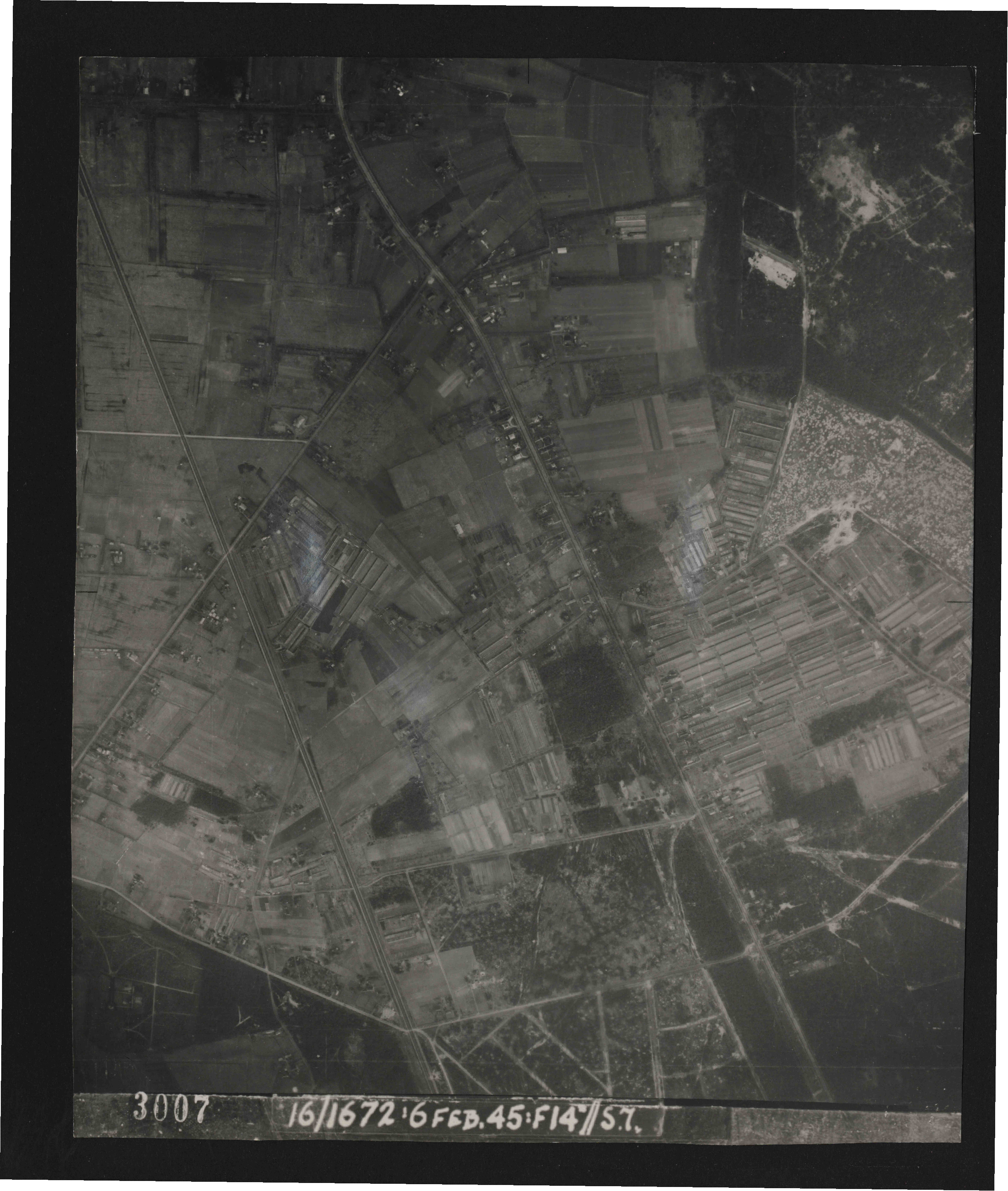 Collection RAF aerial photos 1940-1945 - flight 158, run 04, photo 3007