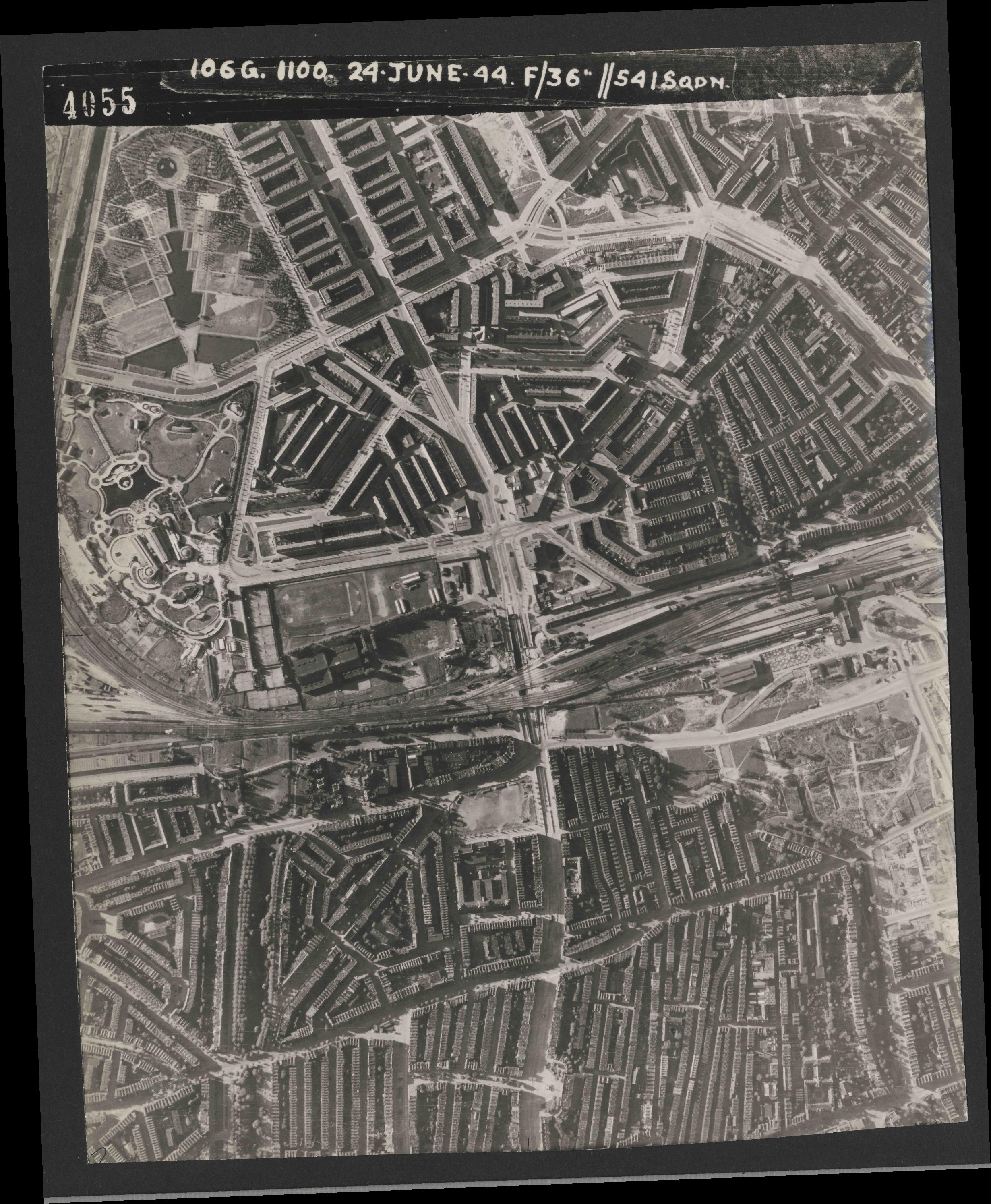 Collection RAF aerial photos 1940-1945 - flight 160, run 01, photo 4055