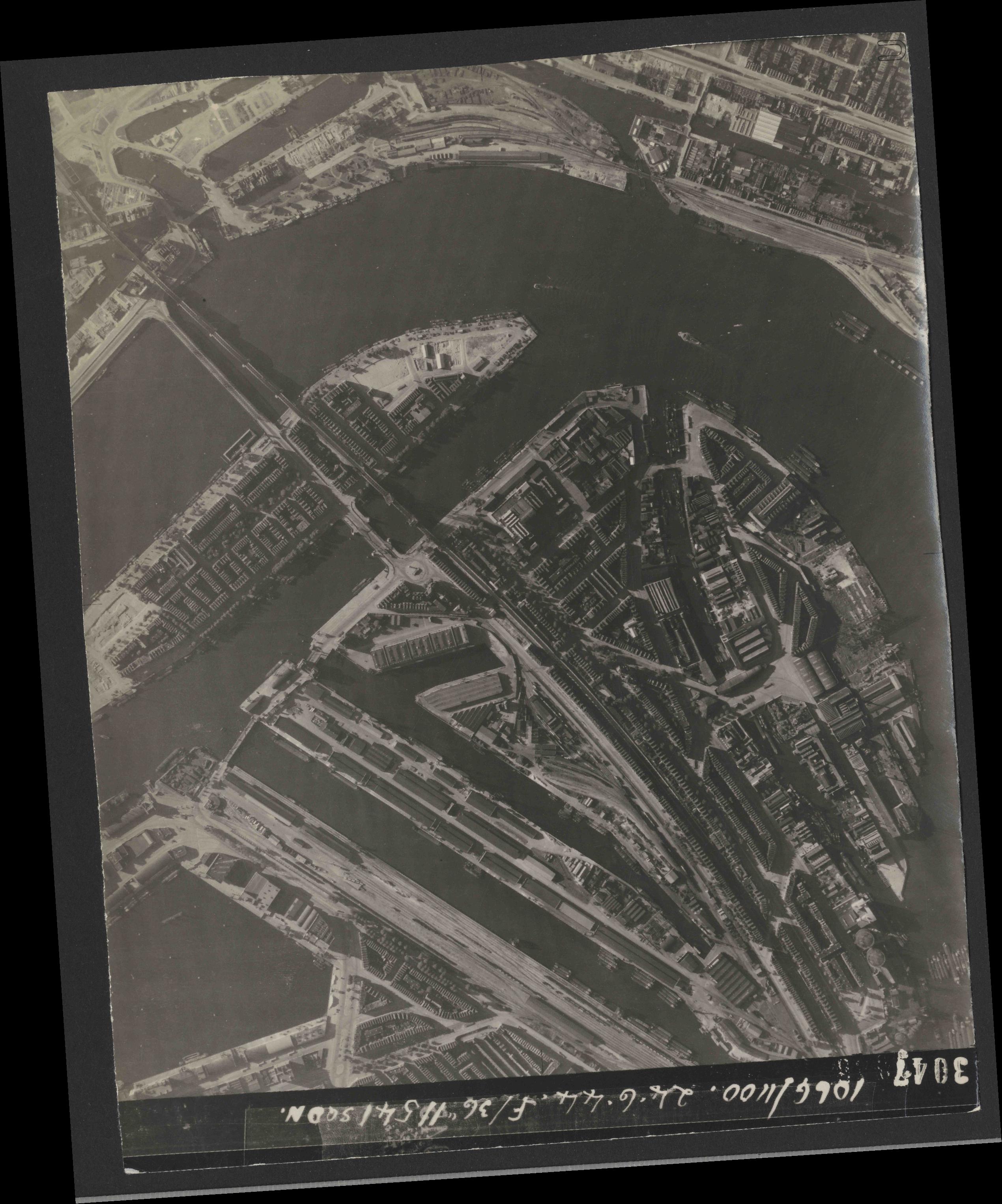 Collection RAF aerial photos 1940-1945 - flight 160, run 02, photo 3047