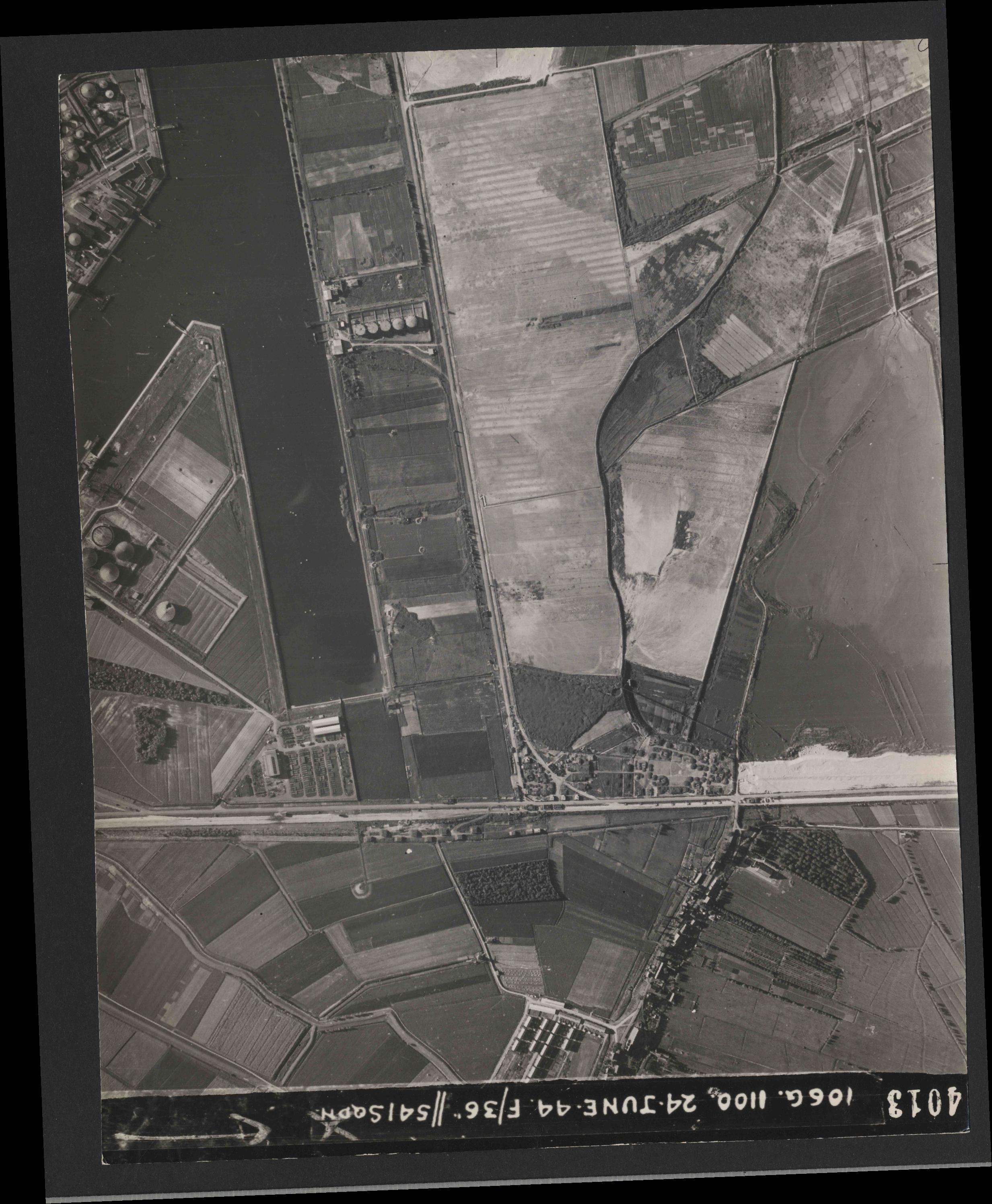 Collection RAF aerial photos 1940-1945 - flight 160, run 04, photo 4013