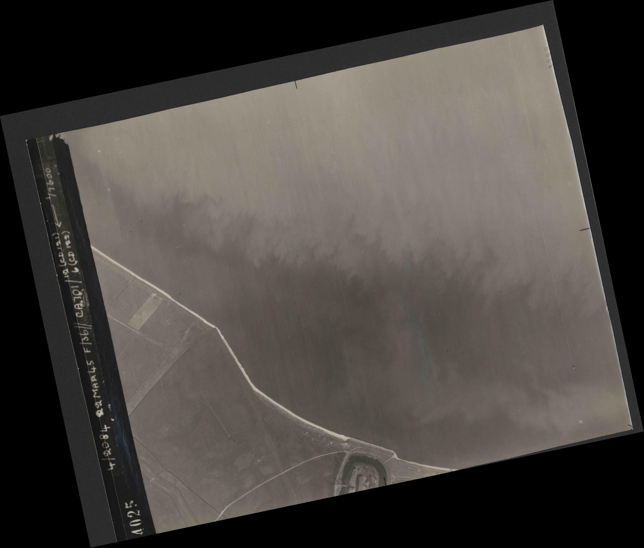 Collection RAF aerial photos 1940-1945 - flight 163, run 02, photo 4025