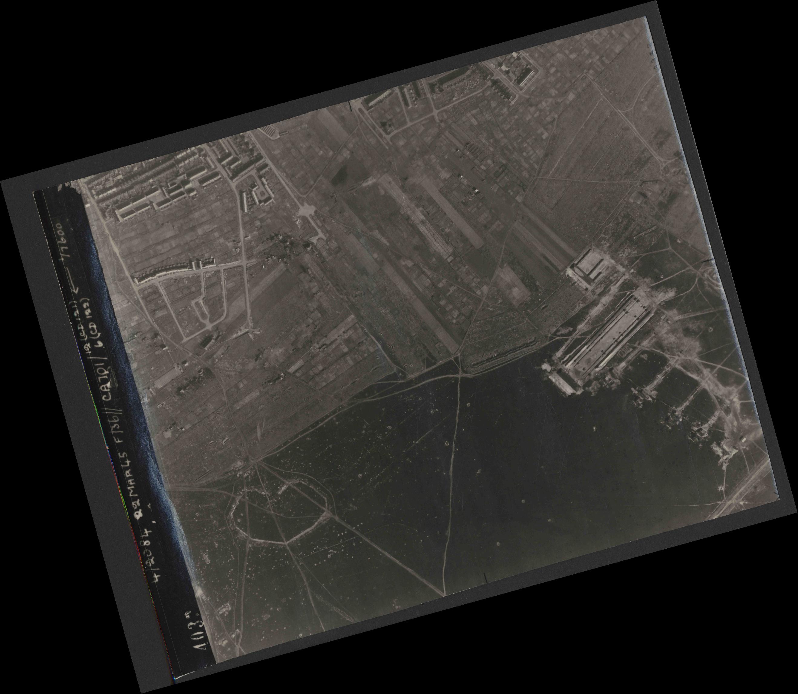 Collection RAF aerial photos 1940-1945 - flight 163, run 02, photo 4032