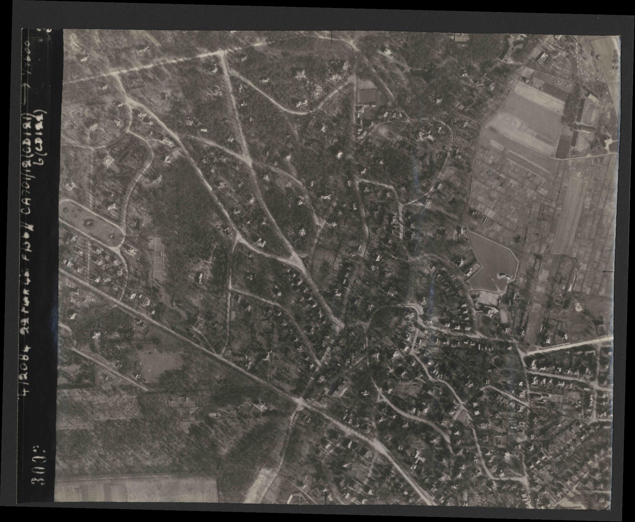 Collection RAF aerial photos 1940-1945 - flight 163, run 05, photo 3003