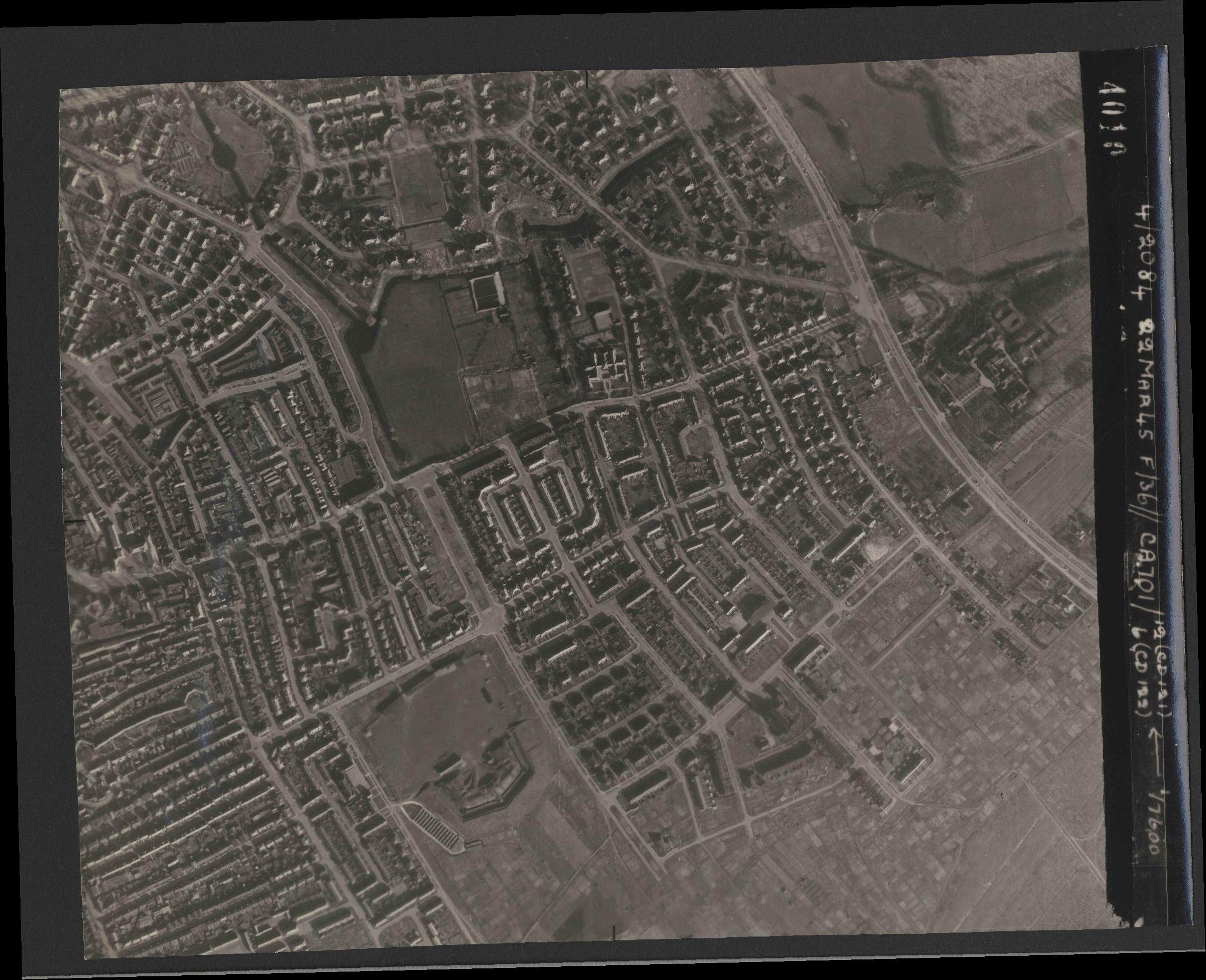 Collection RAF aerial photos 1940-1945 - flight 163, run 06, photo 4010