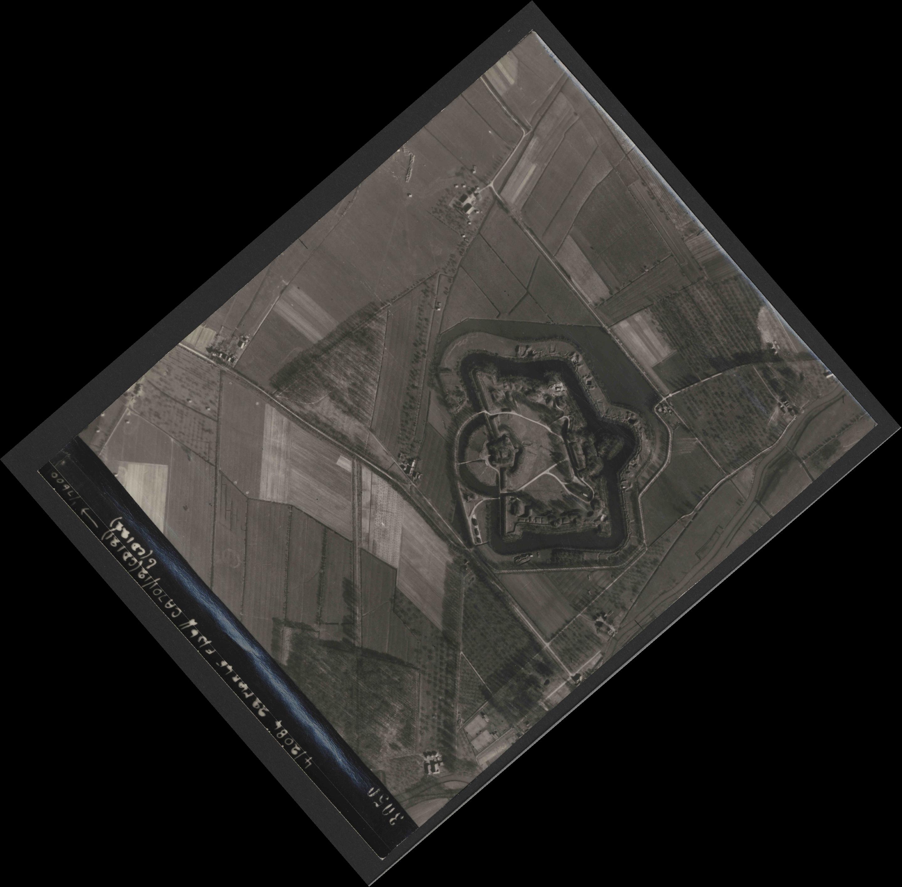 Collection RAF aerial photos 1940-1945 - flight 163, run 07, photo 3050