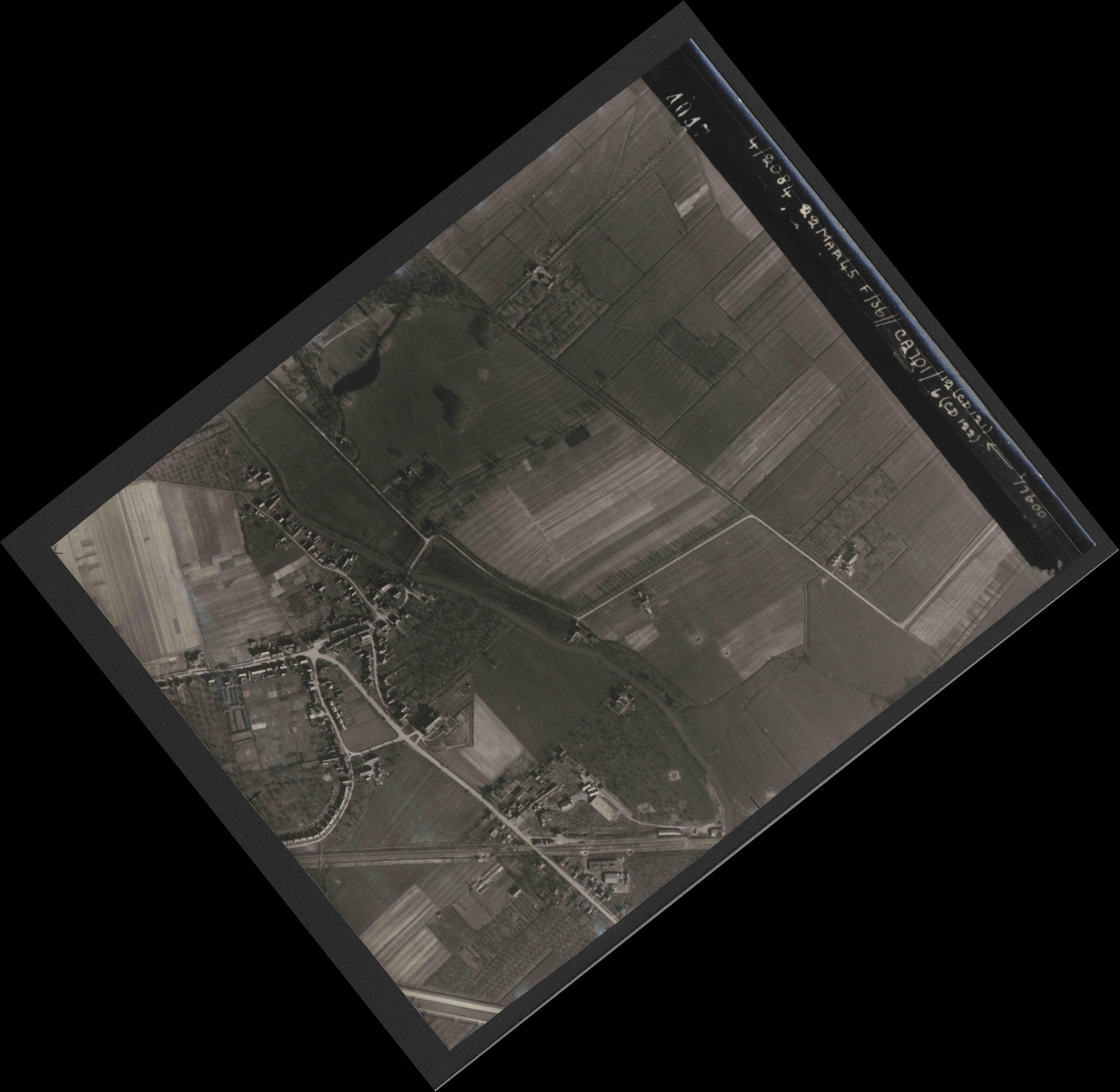 Collection RAF aerial photos 1940-1945 - flight 163, run 08, photo 4047