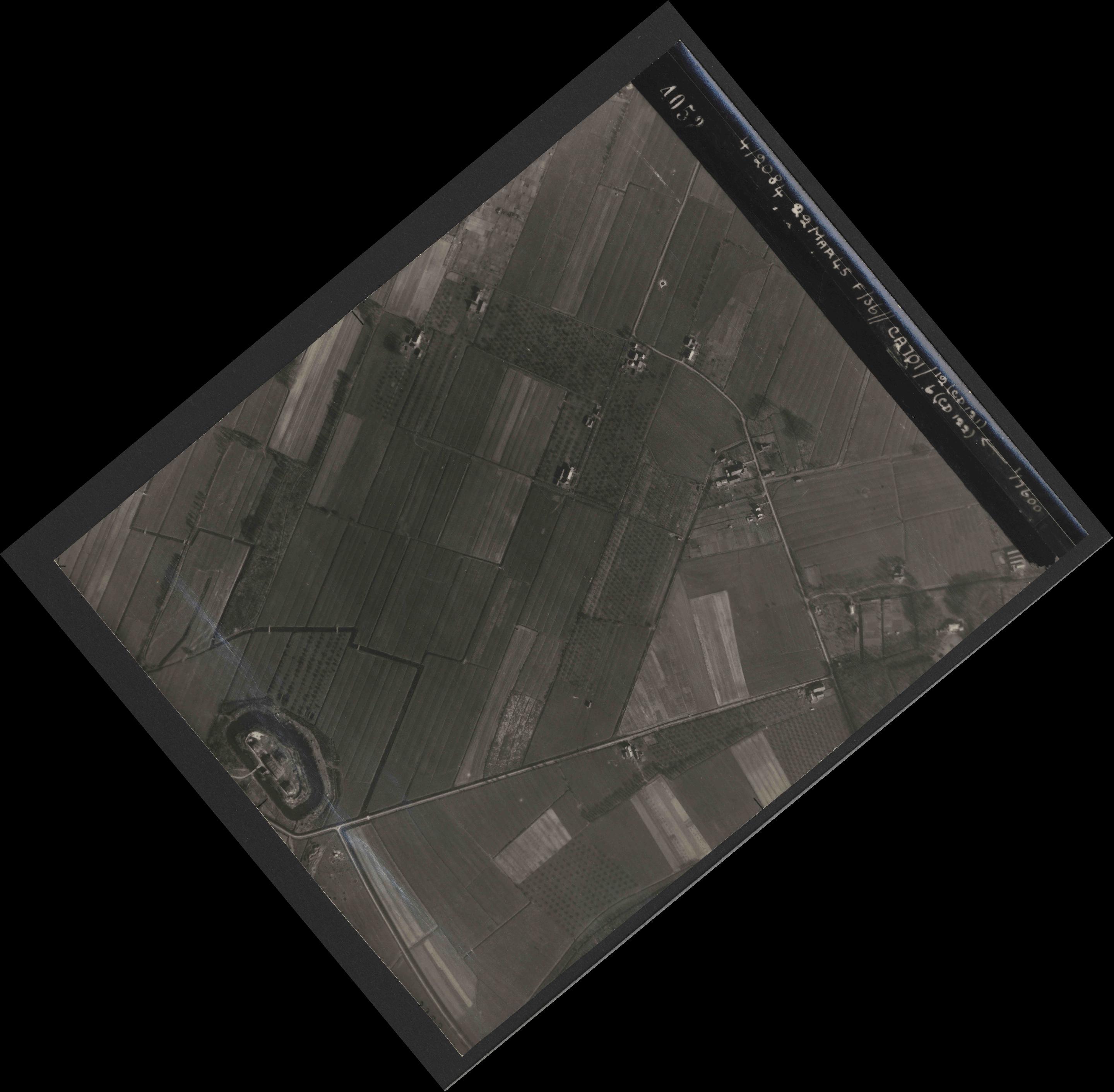 Collection RAF aerial photos 1940-1945 - flight 163, run 08, photo 4052
