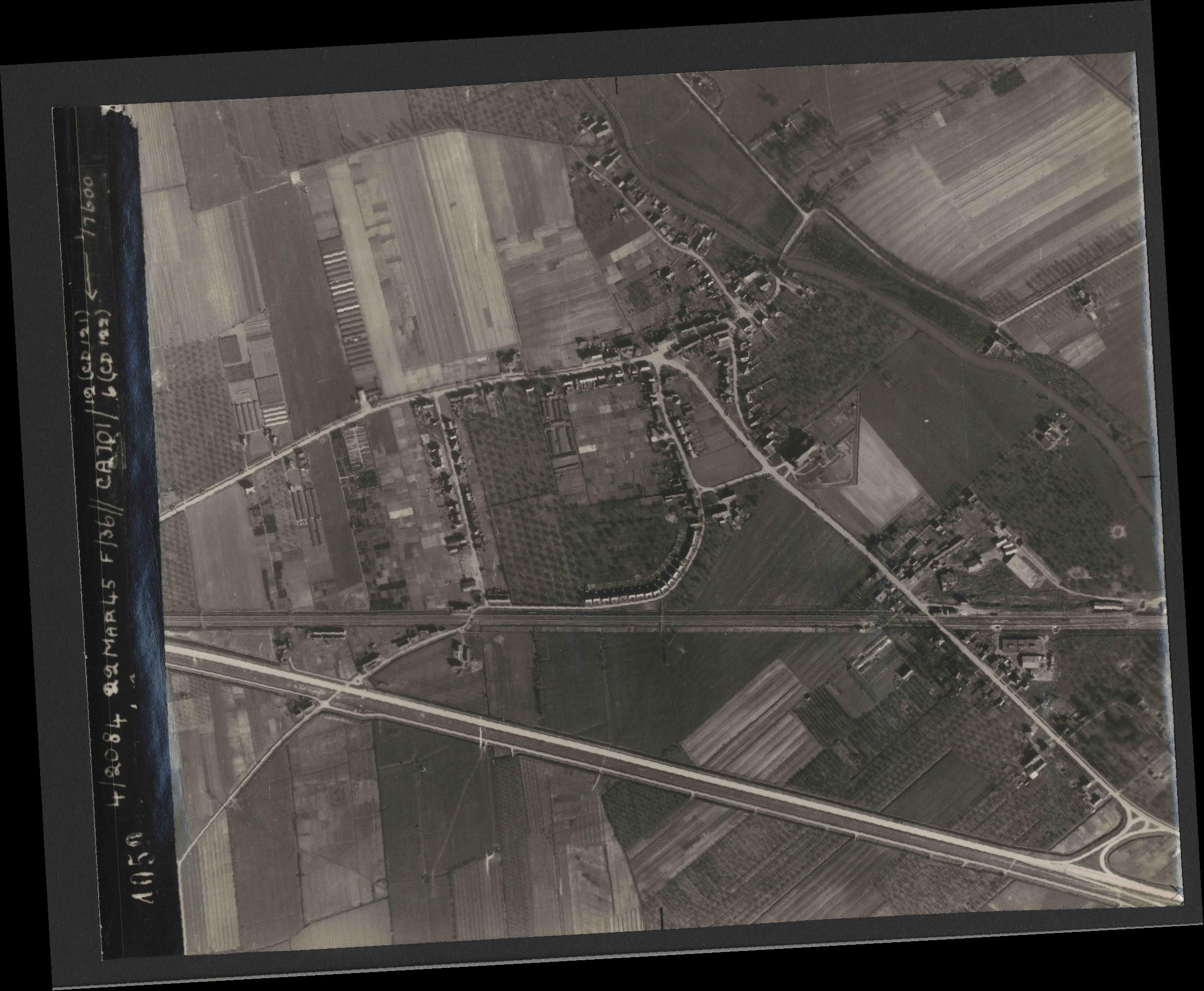 Collection RAF aerial photos 1940-1945 - flight 163, run 09, photo 4059