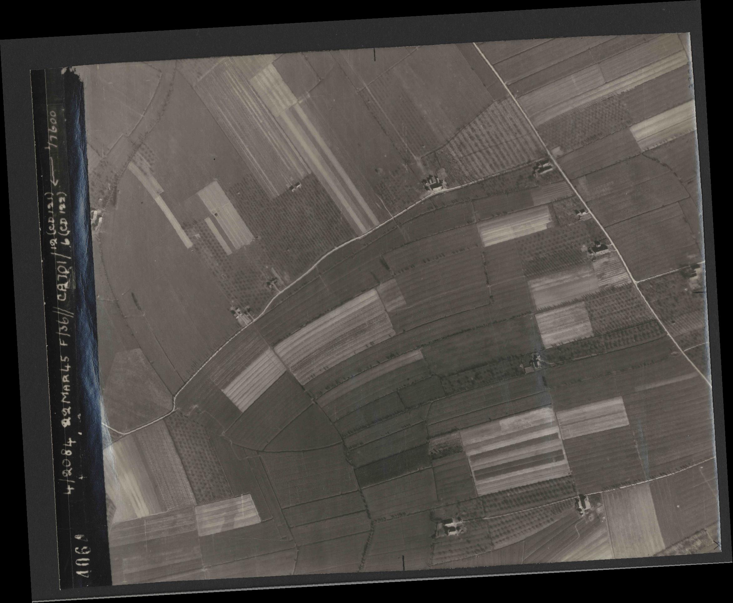 Collection RAF aerial photos 1940-1945 - flight 163, run 09, photo 4064