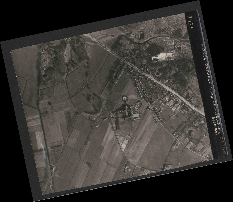 Collection RAF aerial photos 1940-1945 - flight 163, run 10, photo 3054