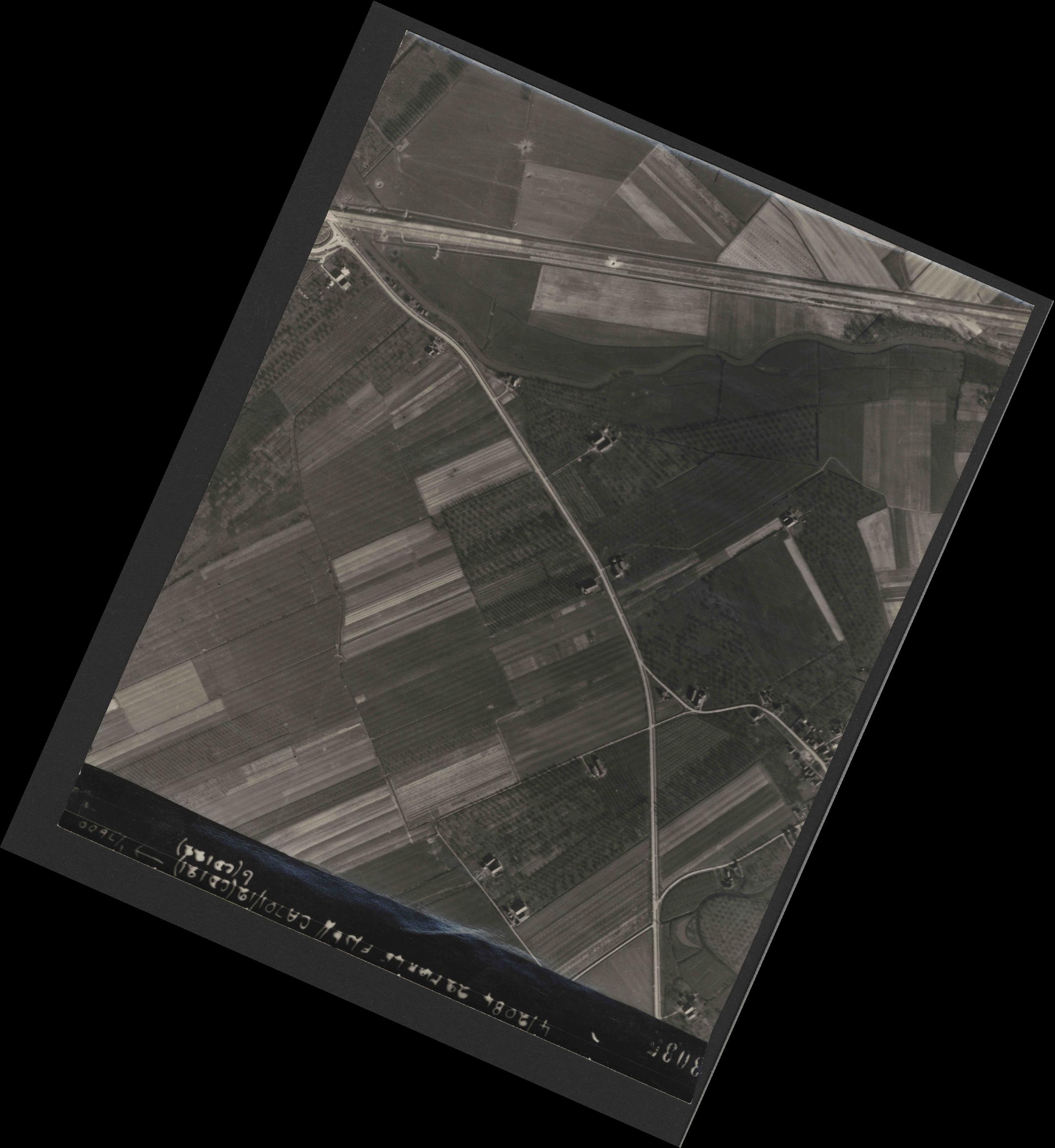 Collection RAF aerial photos 1940-1945 - flight 163, run 11, photo 3035