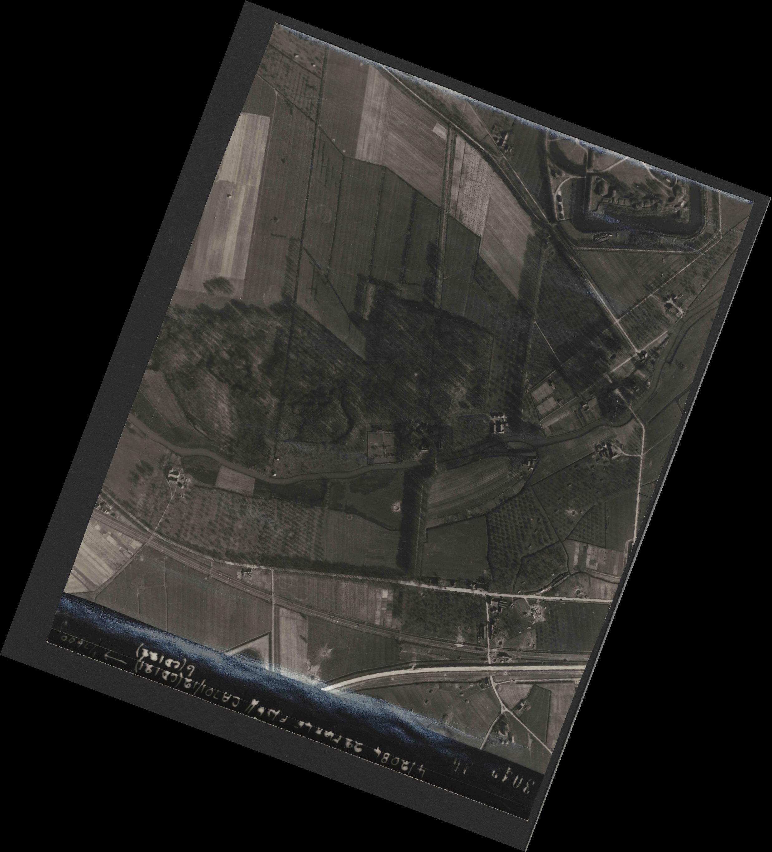 Collection RAF aerial photos 1940-1945 - flight 163, run 11, photo 3042
