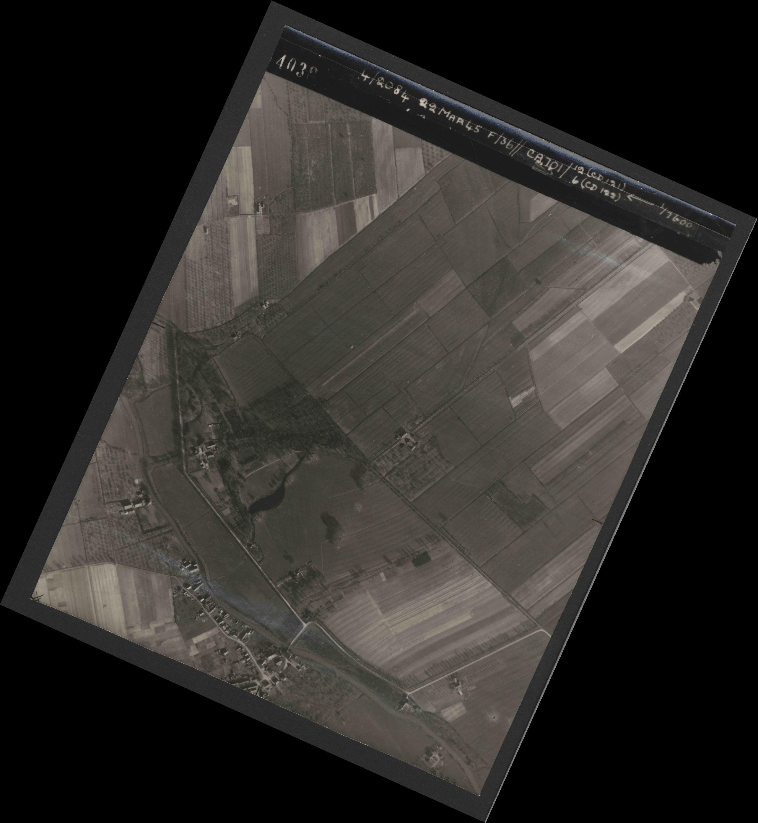 Collection RAF aerial photos 1940-1945 - flight 163, run 12, photo 4038