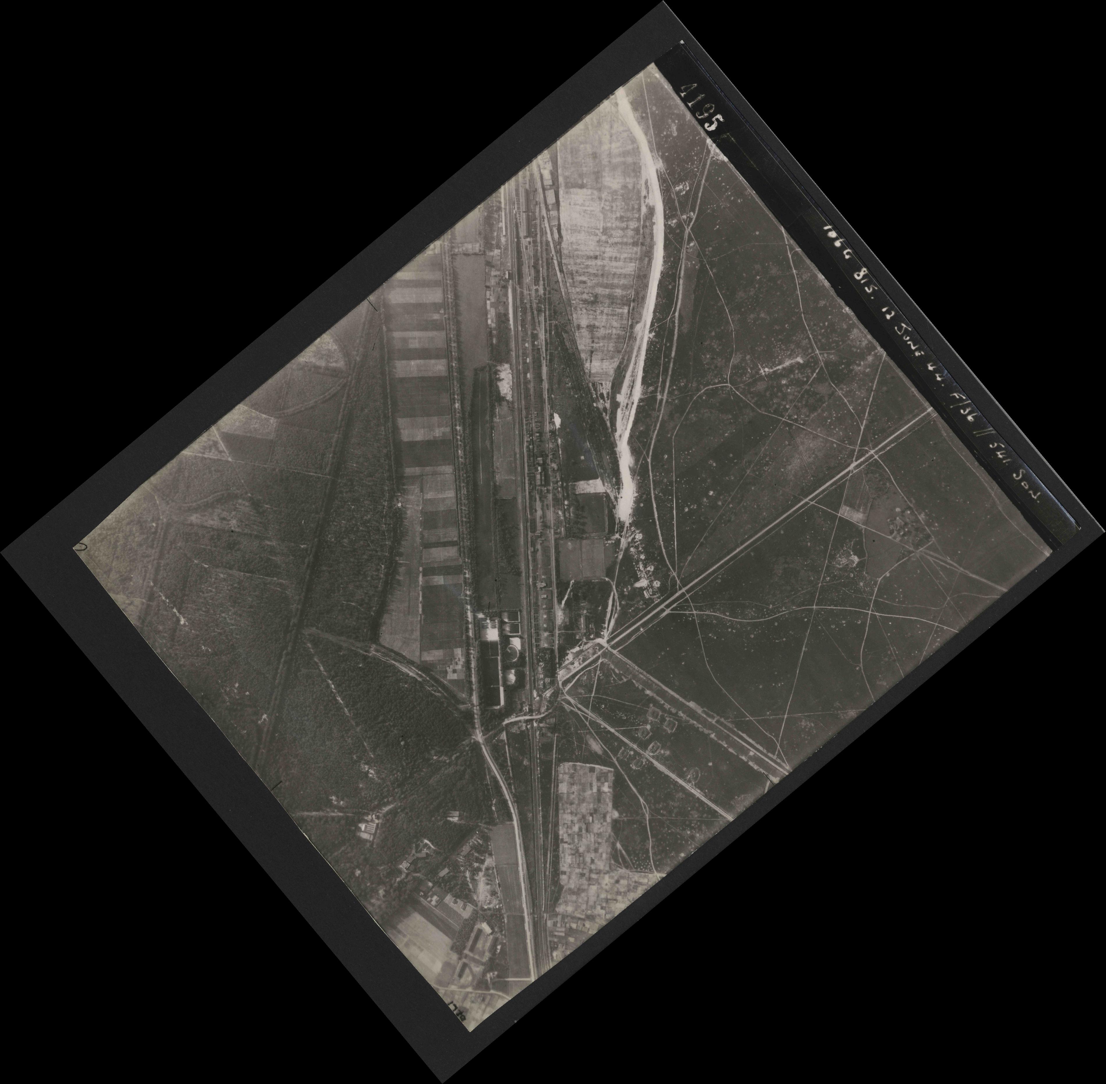 Collection RAF aerial photos 1940-1945 - flight 175, run 01, photo 4195
