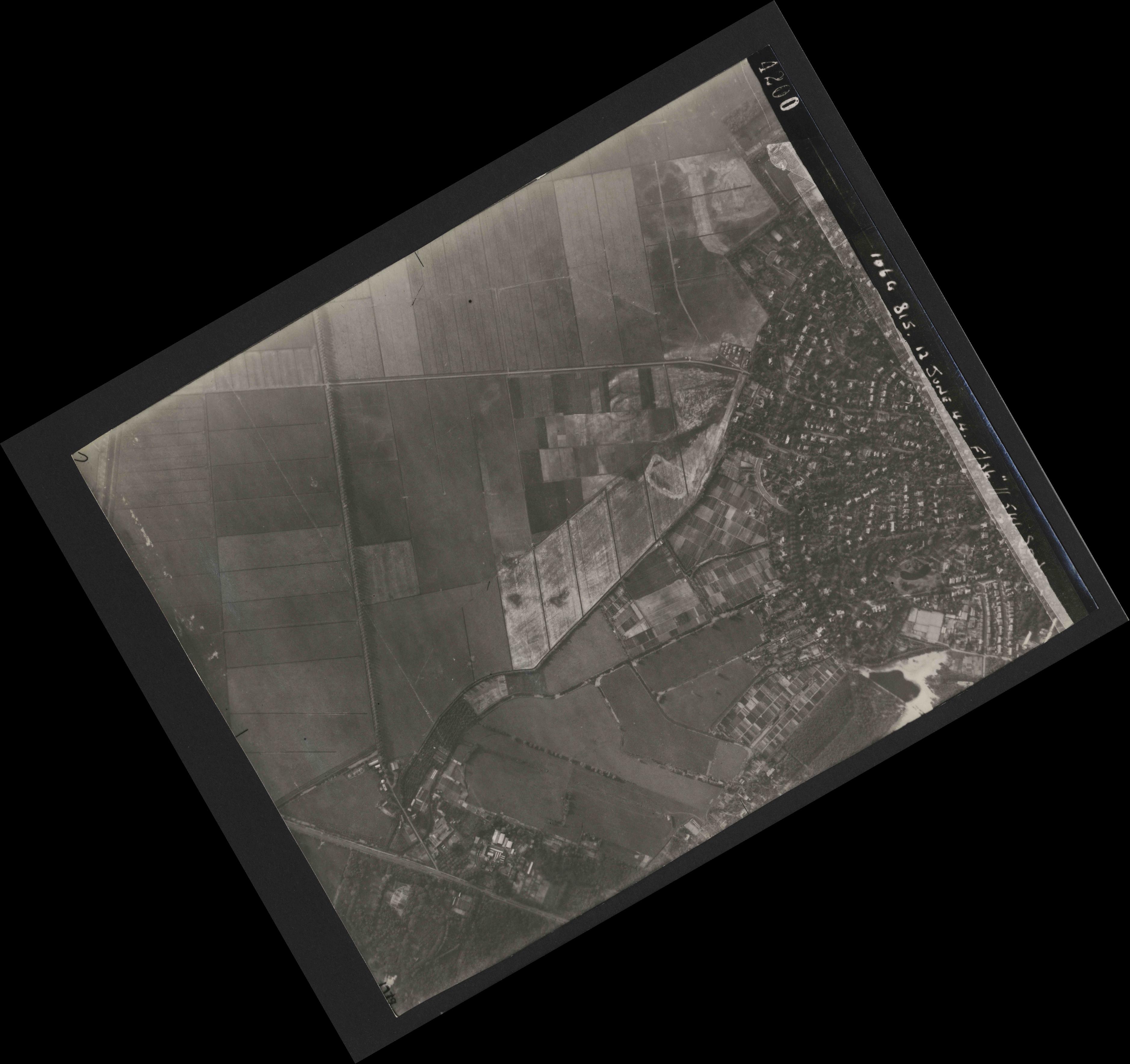 Collection RAF aerial photos 1940-1945 - flight 175, run 01, photo 4200
