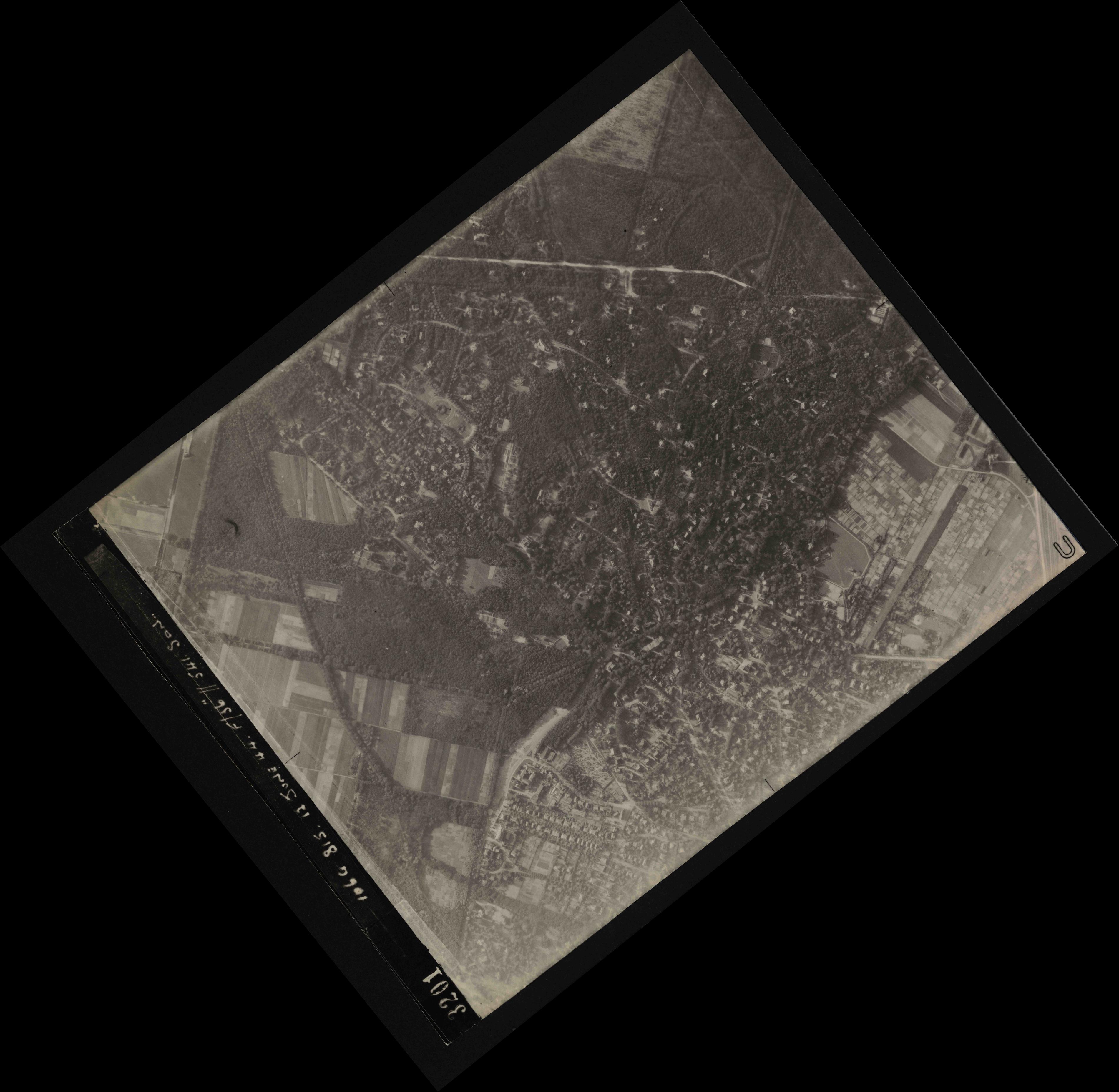 Collection RAF aerial photos 1940-1945 - flight 175, run 02, photo 3201