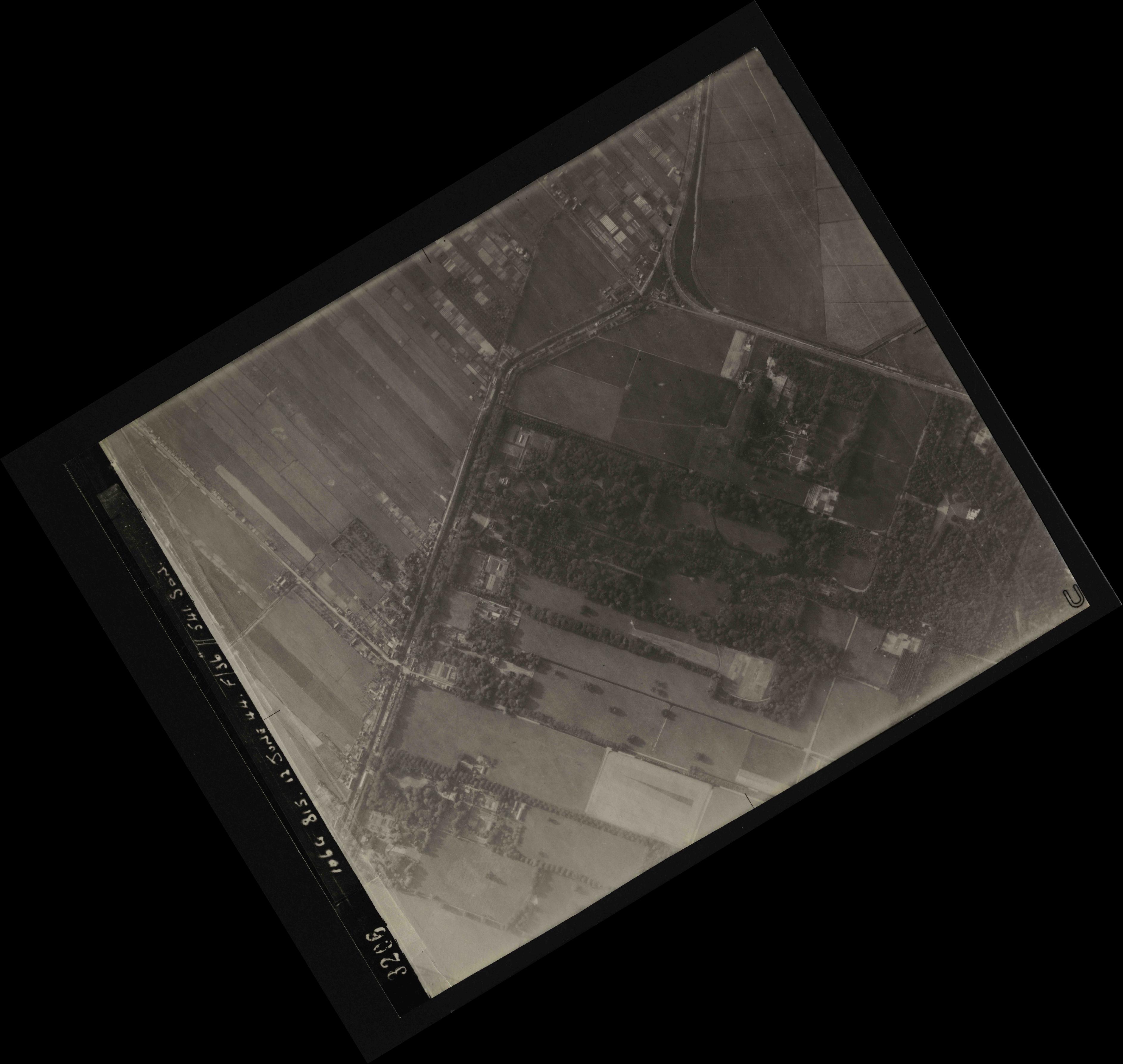 Collection RAF aerial photos 1940-1945 - flight 175, run 02, photo 3206