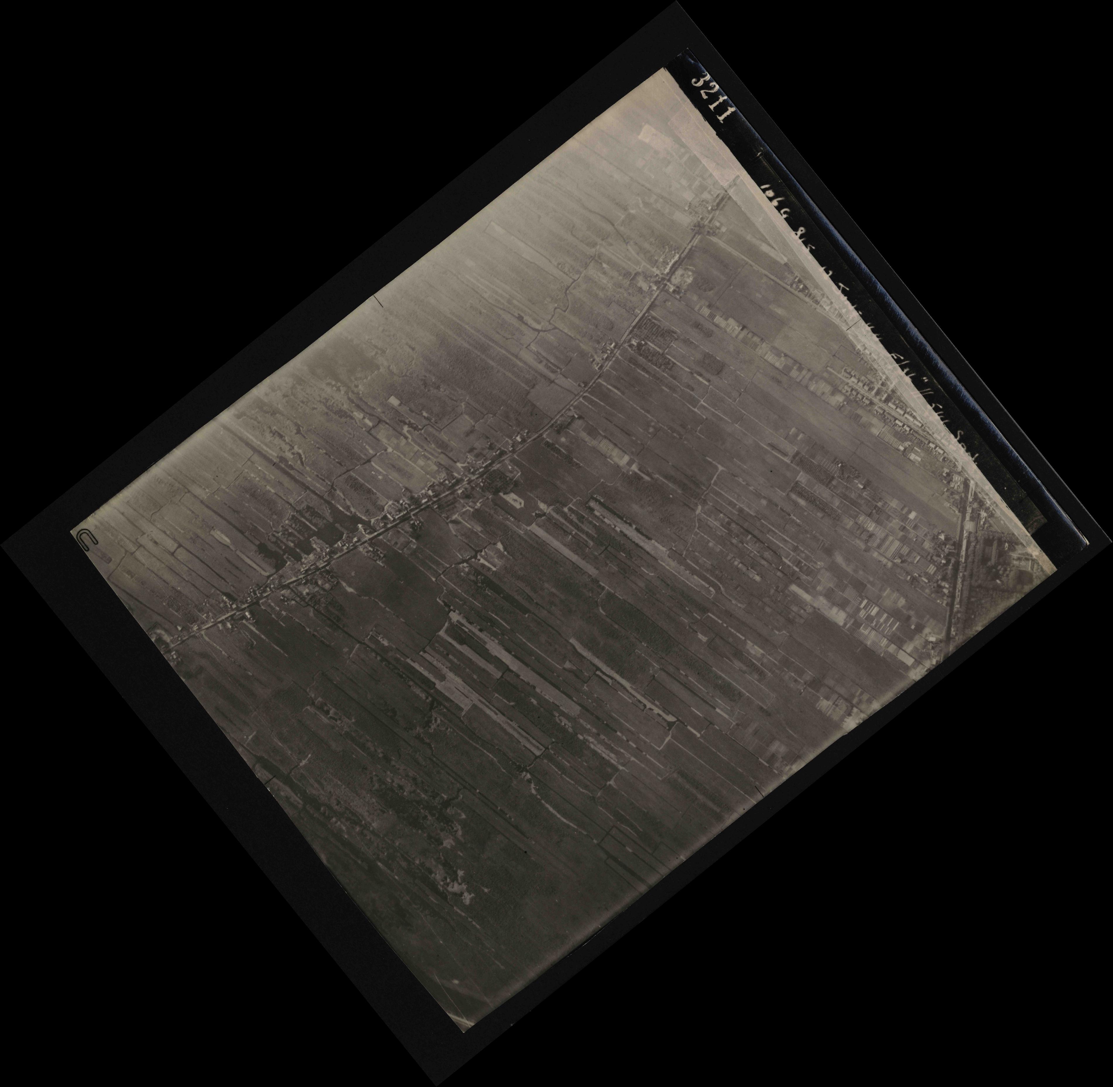 Collection RAF aerial photos 1940-1945 - flight 175, run 03, photo 3211