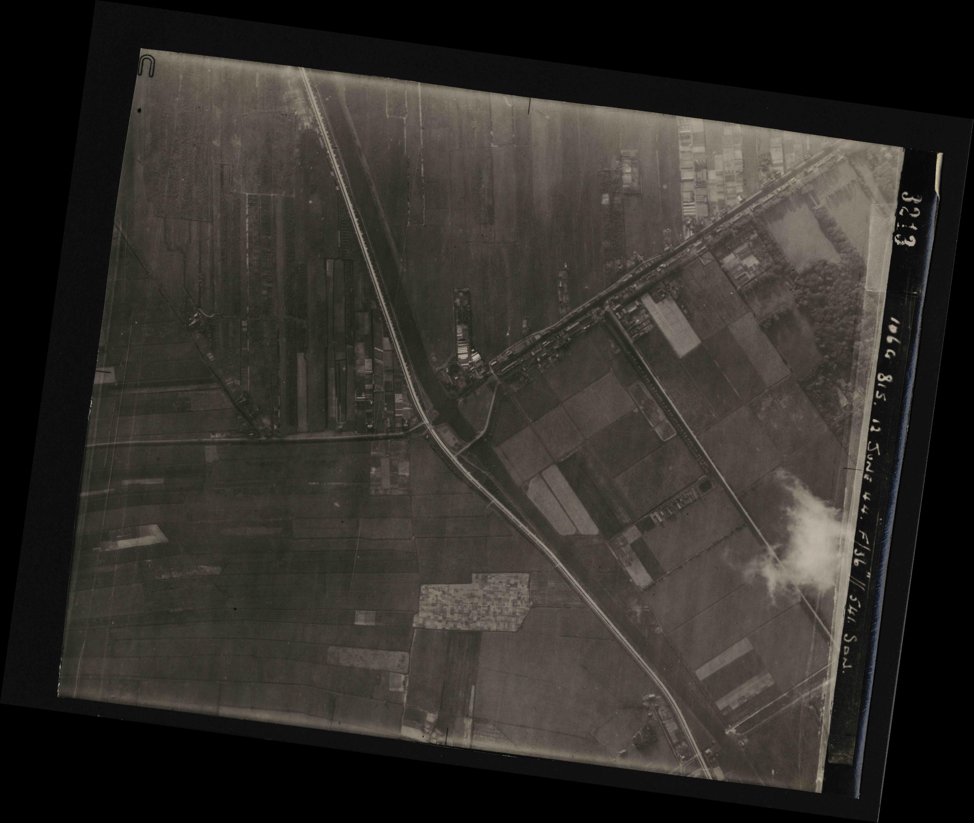 Collection RAF aerial photos 1940-1945 - flight 175, run 03, photo 3213