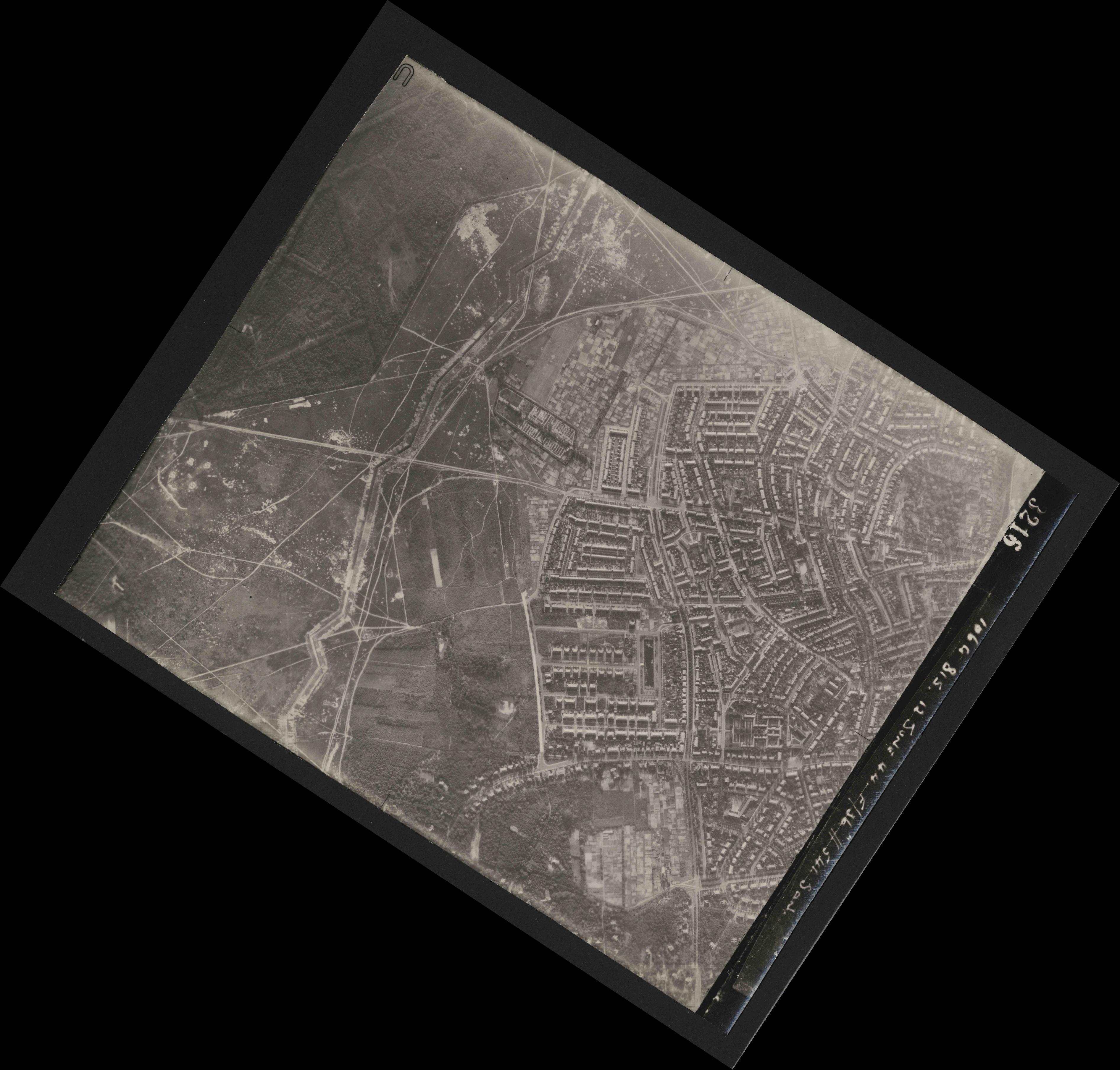 Collection RAF aerial photos 1940-1945 - flight 175, run 03, photo 3216