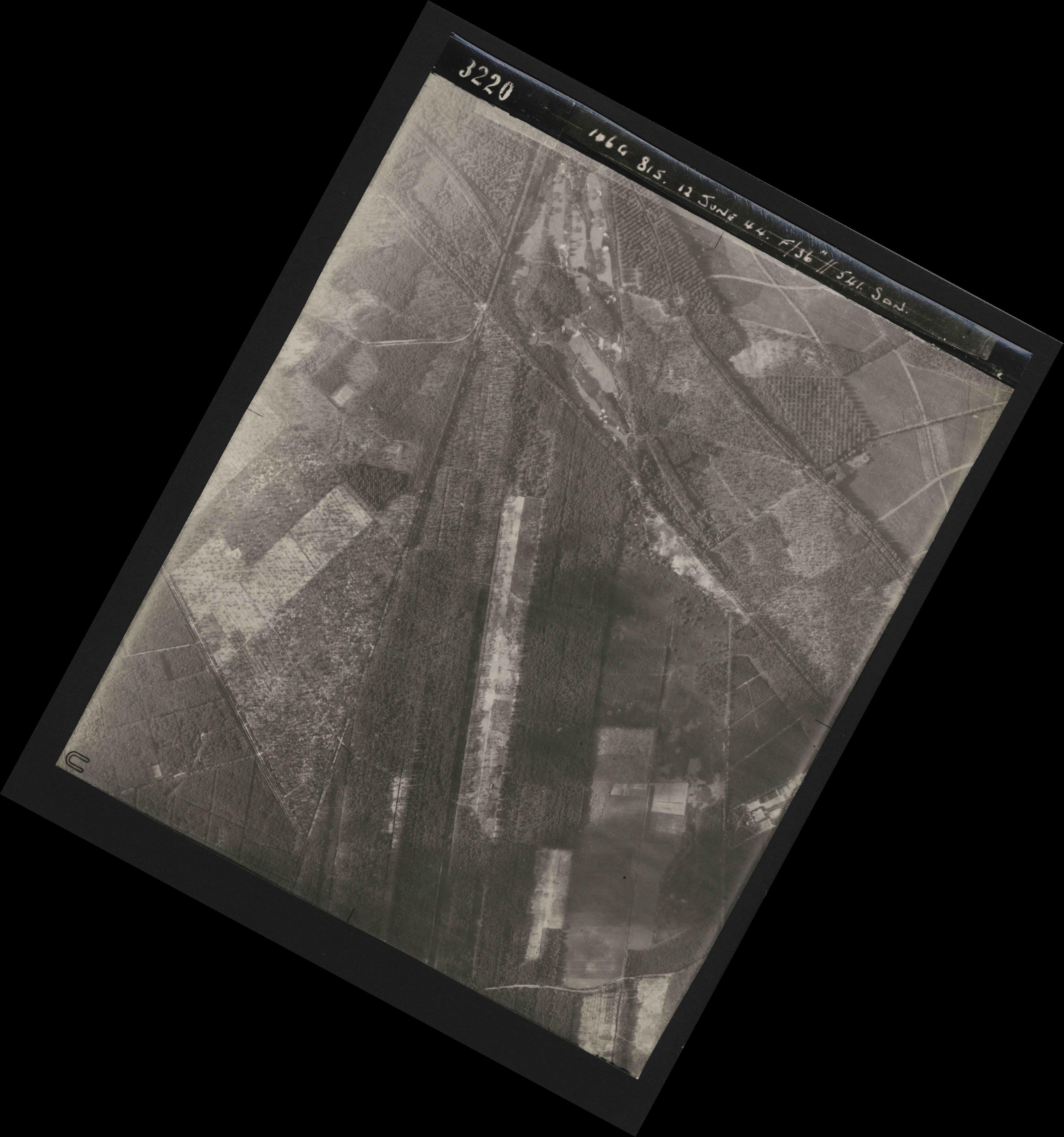 Collection RAF aerial photos 1940-1945 - flight 175, run 03, photo 3220